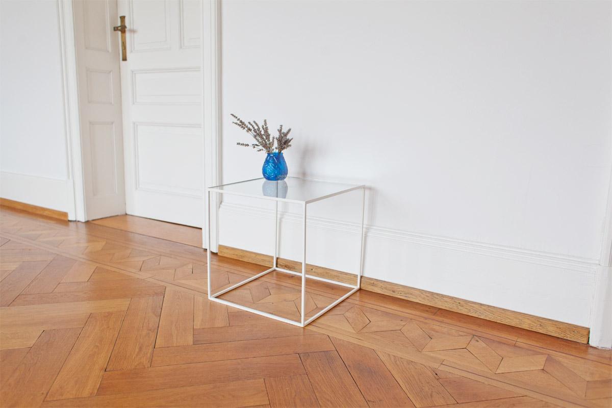 n51e12 beistelltisch aus glas und stahl beistellt. Black Bedroom Furniture Sets. Home Design Ideas