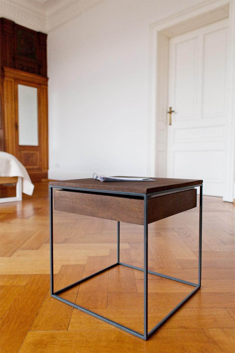 n51e12 beistelltisch aus massivholz eiche und stah. Black Bedroom Furniture Sets. Home Design Ideas
