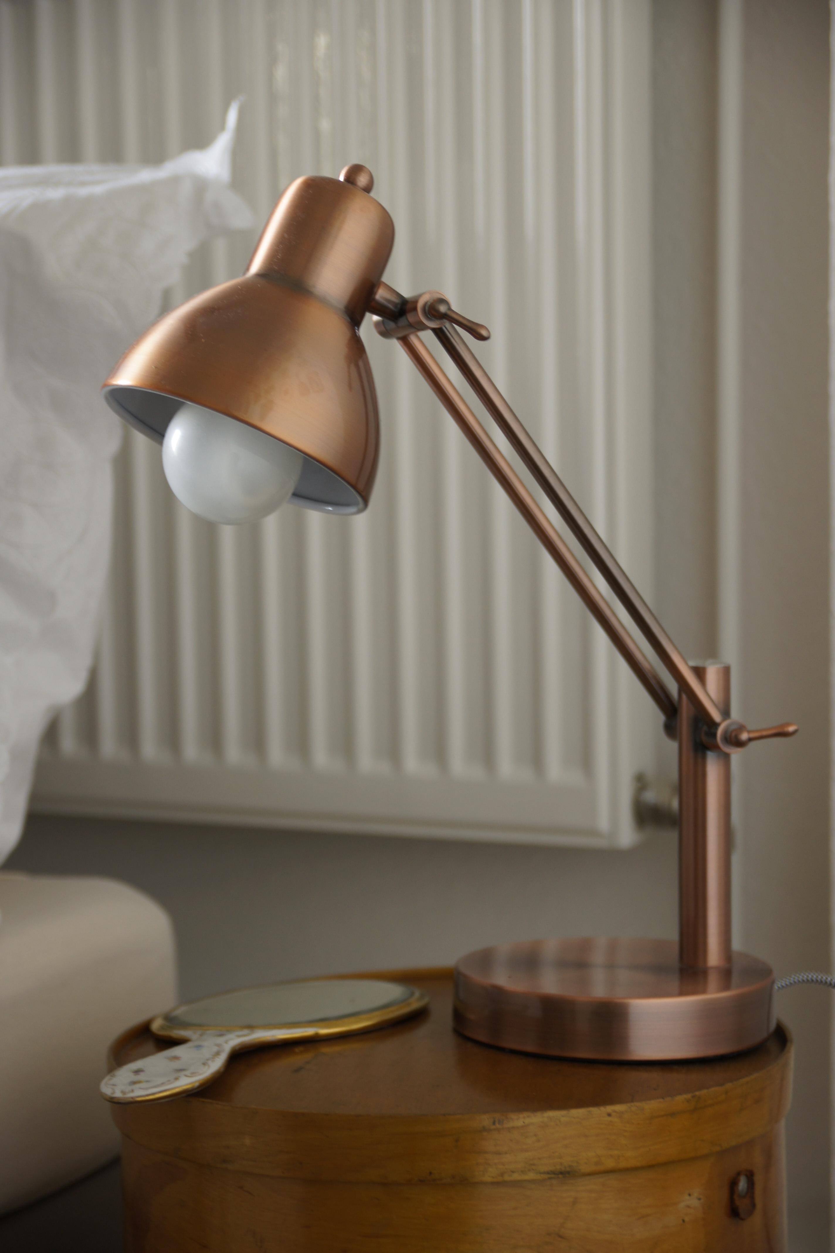 runder nachttisch bilder ideen couch. Black Bedroom Furniture Sets. Home Design Ideas