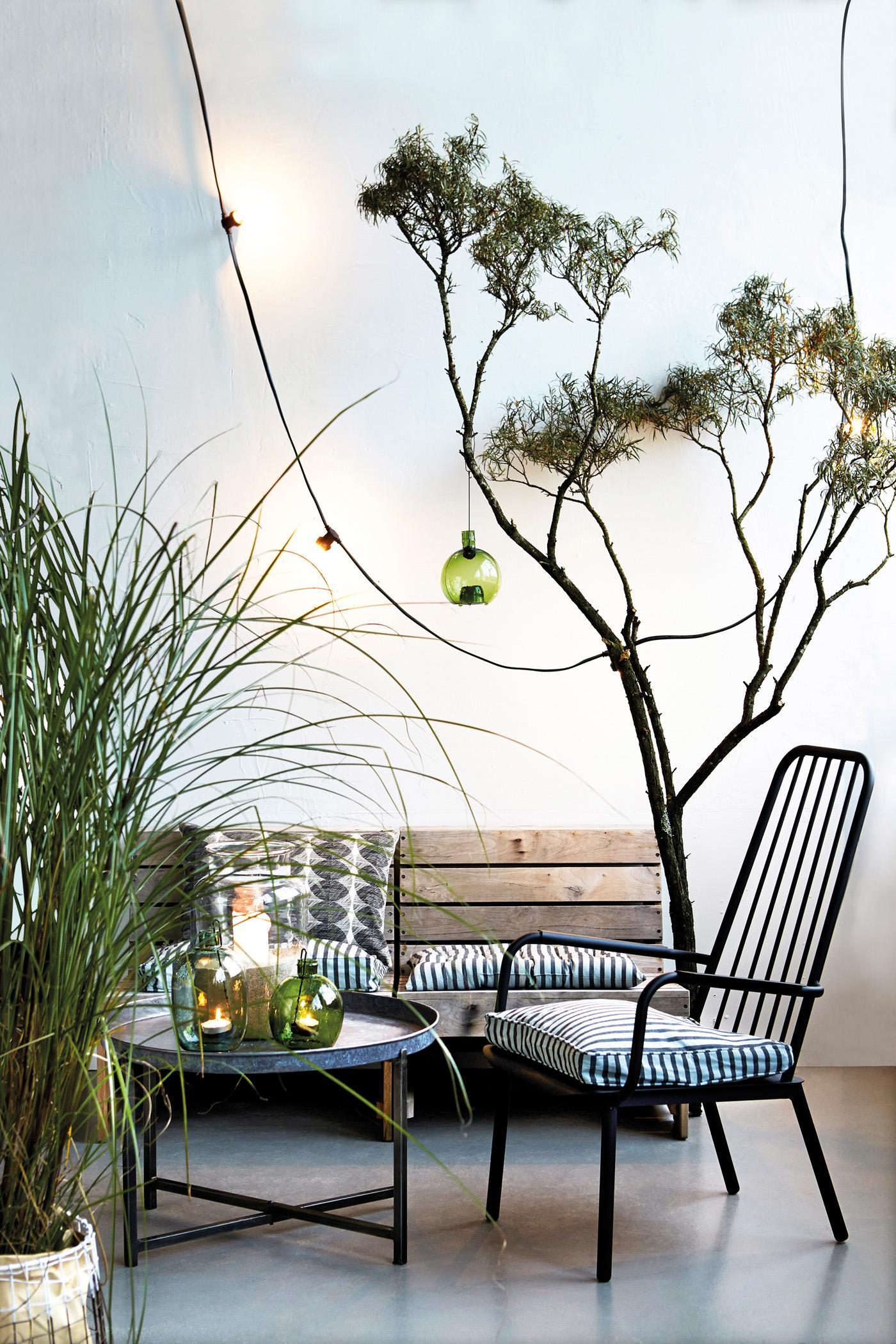 Natürlich Einrichten #stuhl #wintergarten #sitzbank #tisch #rundertisch  #hausgestaltung ©House