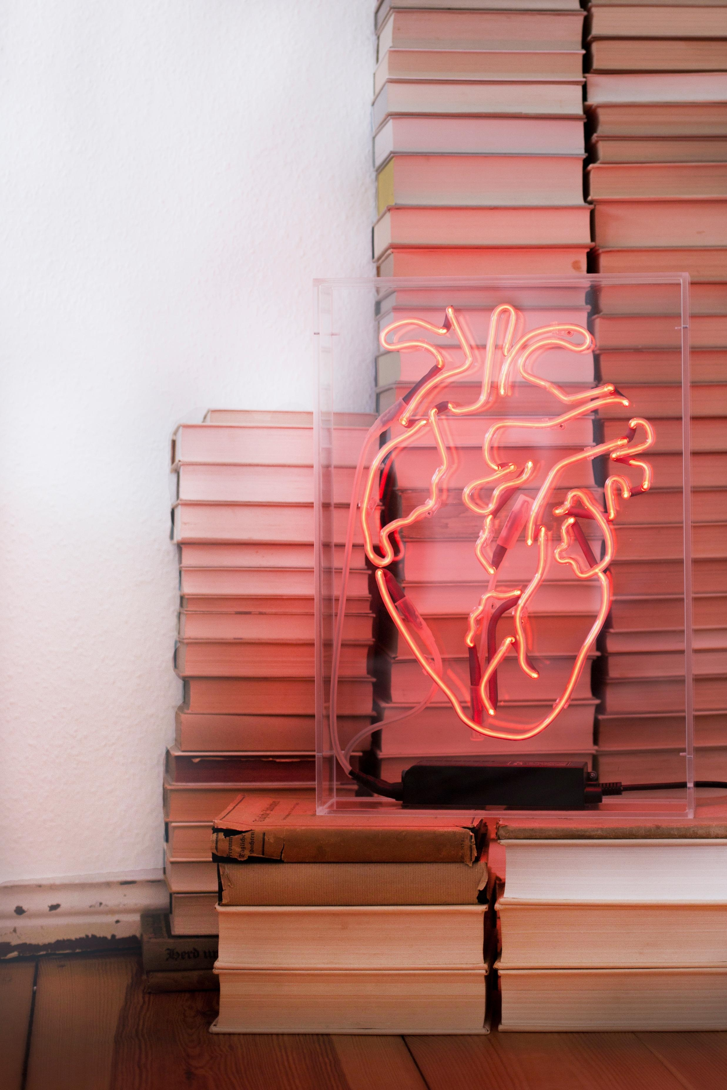 #neonsign #heart #love #details #interiordesign