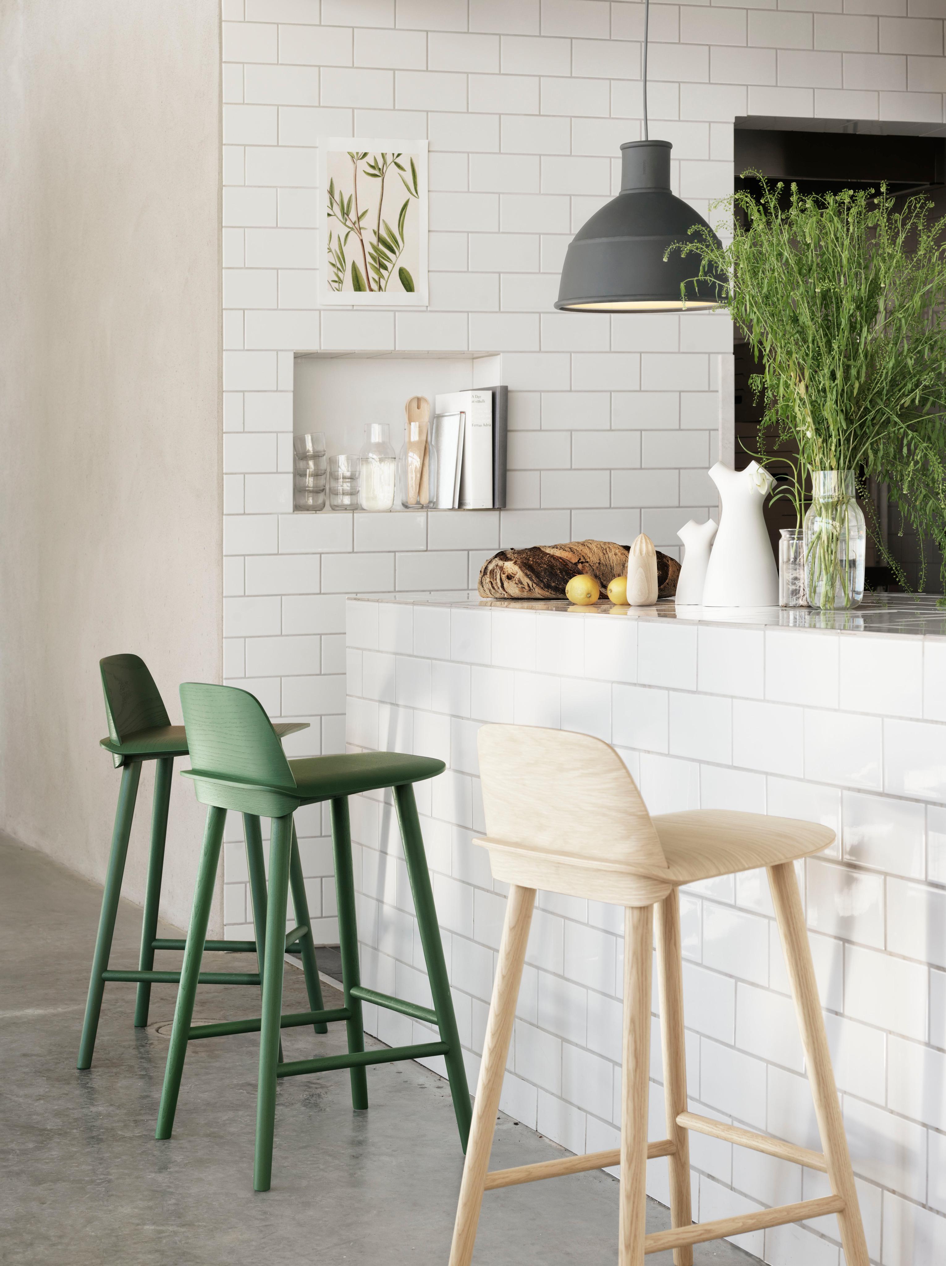barhocker bambus bild zeigt den bambus barhocker machtan mit seiner sitzflche aus fest und. Black Bedroom Furniture Sets. Home Design Ideas