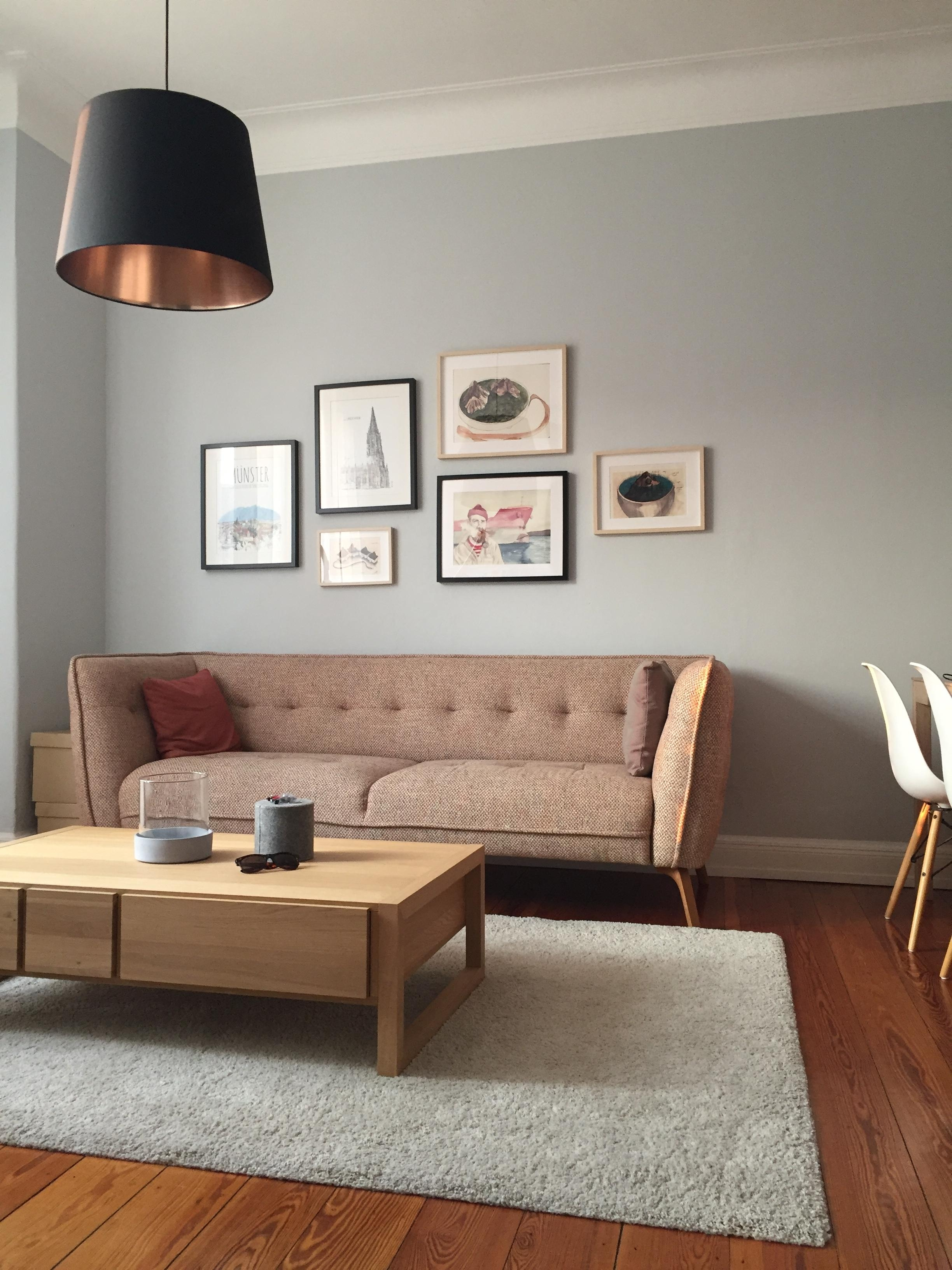 Neue Farbe// #farbgestaltung #wohnzimmer #couch #art #altbau #hamburg