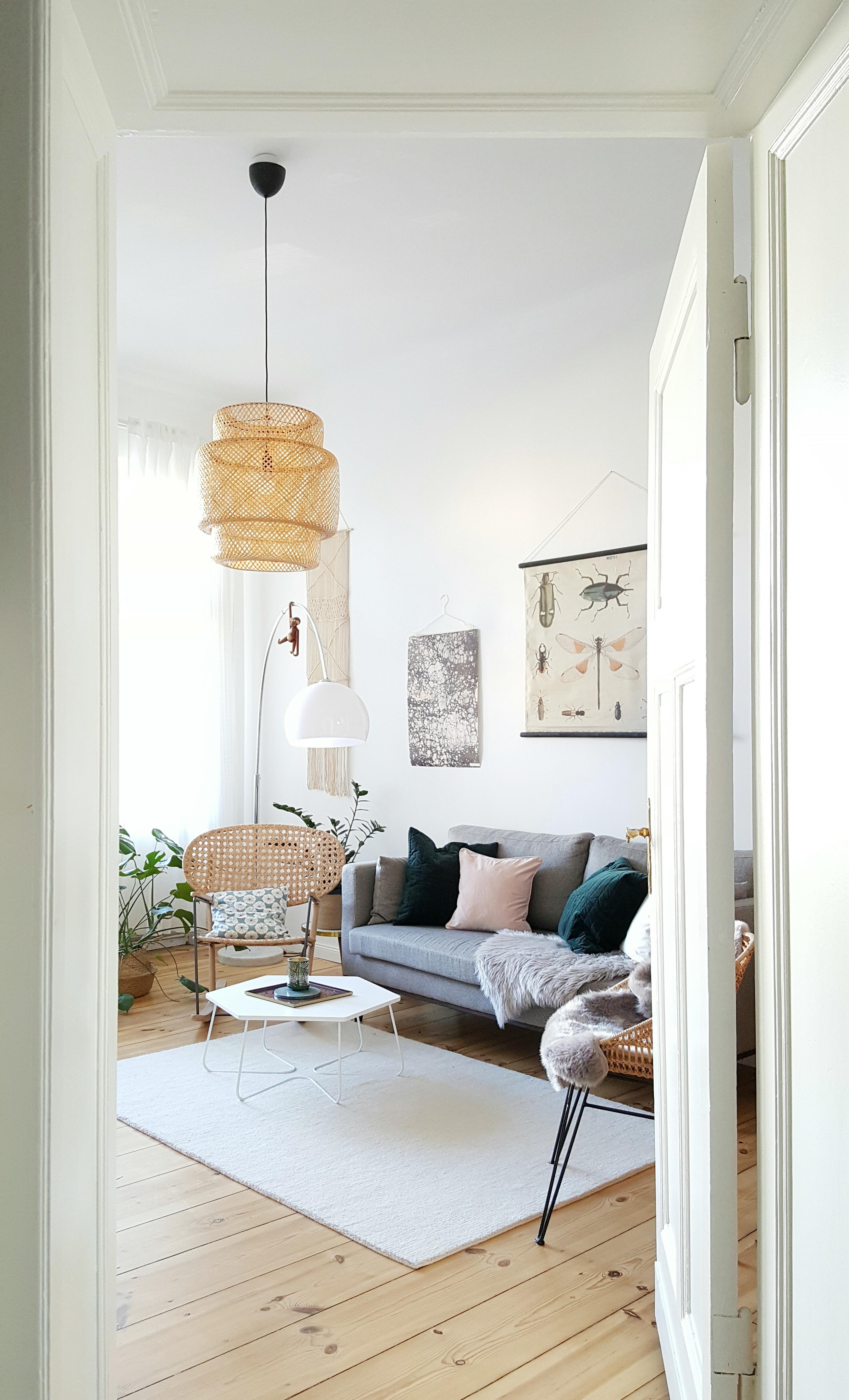 Neue Farben Im #Wohnzimmer #livingABC #couch #scandinavianstyle