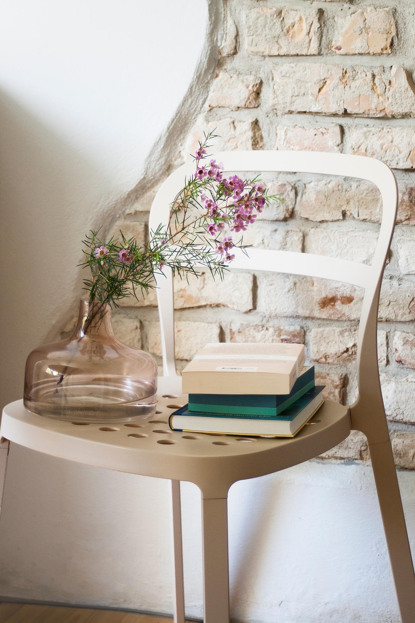 Noch 9 Tage Und Dann Oeffnet Sich Diese Wand Komplett Mauer Buecher Deko  Rosa Bluemchen Vase