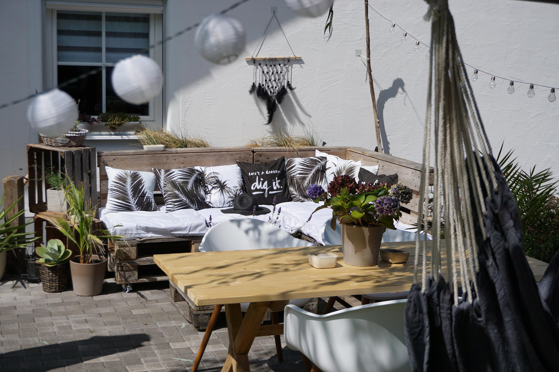 Oase Terrassen oase #terrasse #lounge #palettenlounge #boho #hygge
