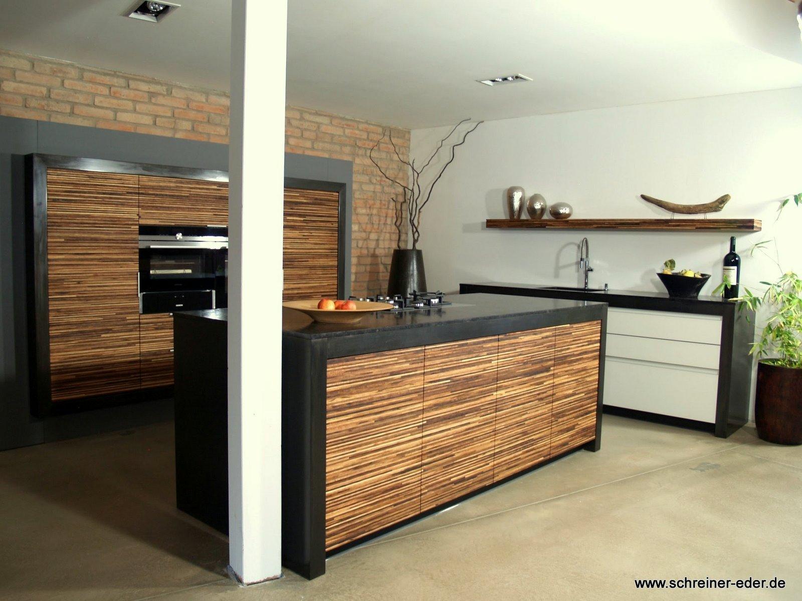 offene Küche mit Kochinsel #offeneküche #holzküche ©...