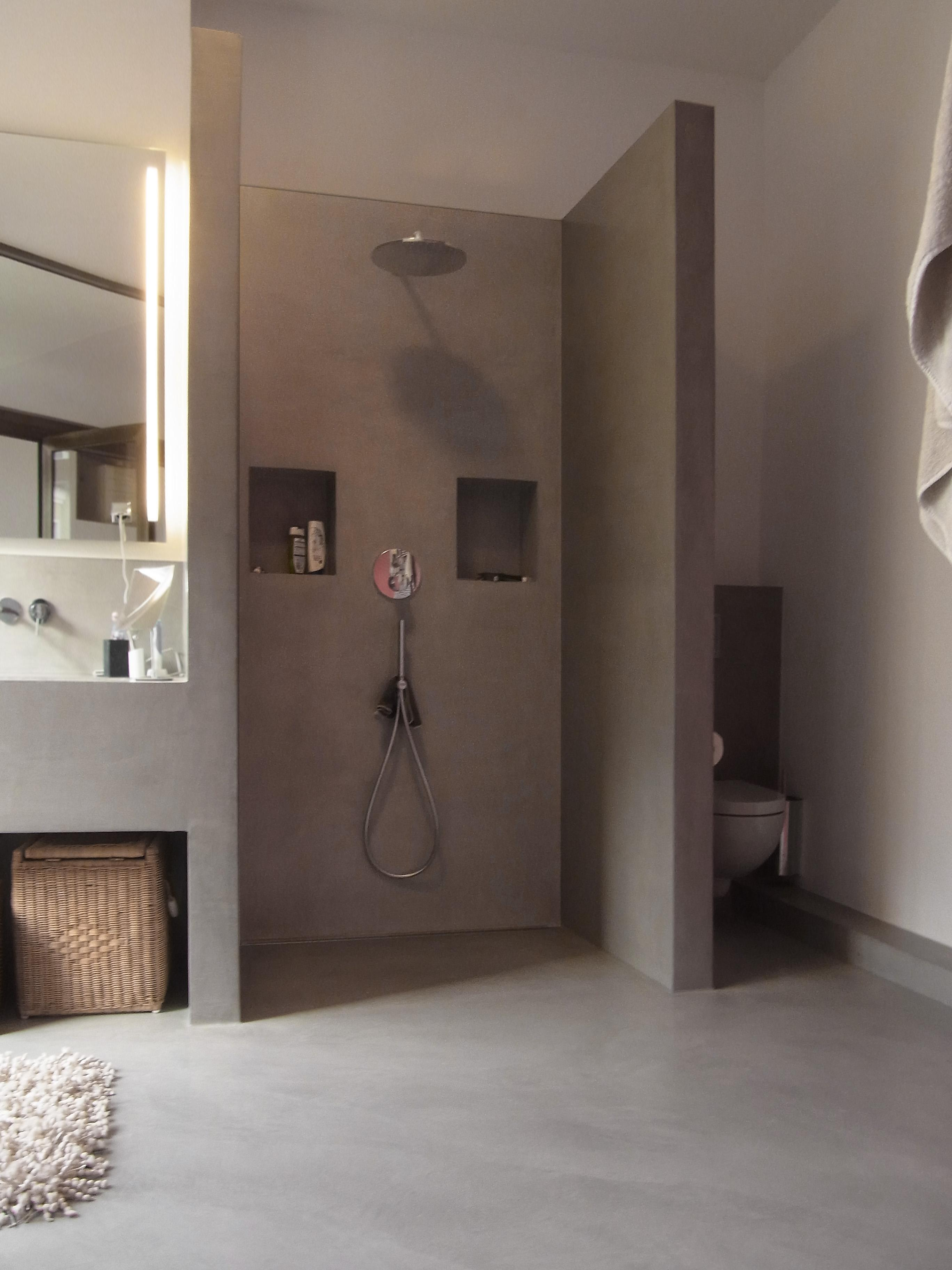 Offenes Badezimmer #offenesbadezimmer #betonwaschtisch #betonciredusche  ©MEYLENSTEIN
