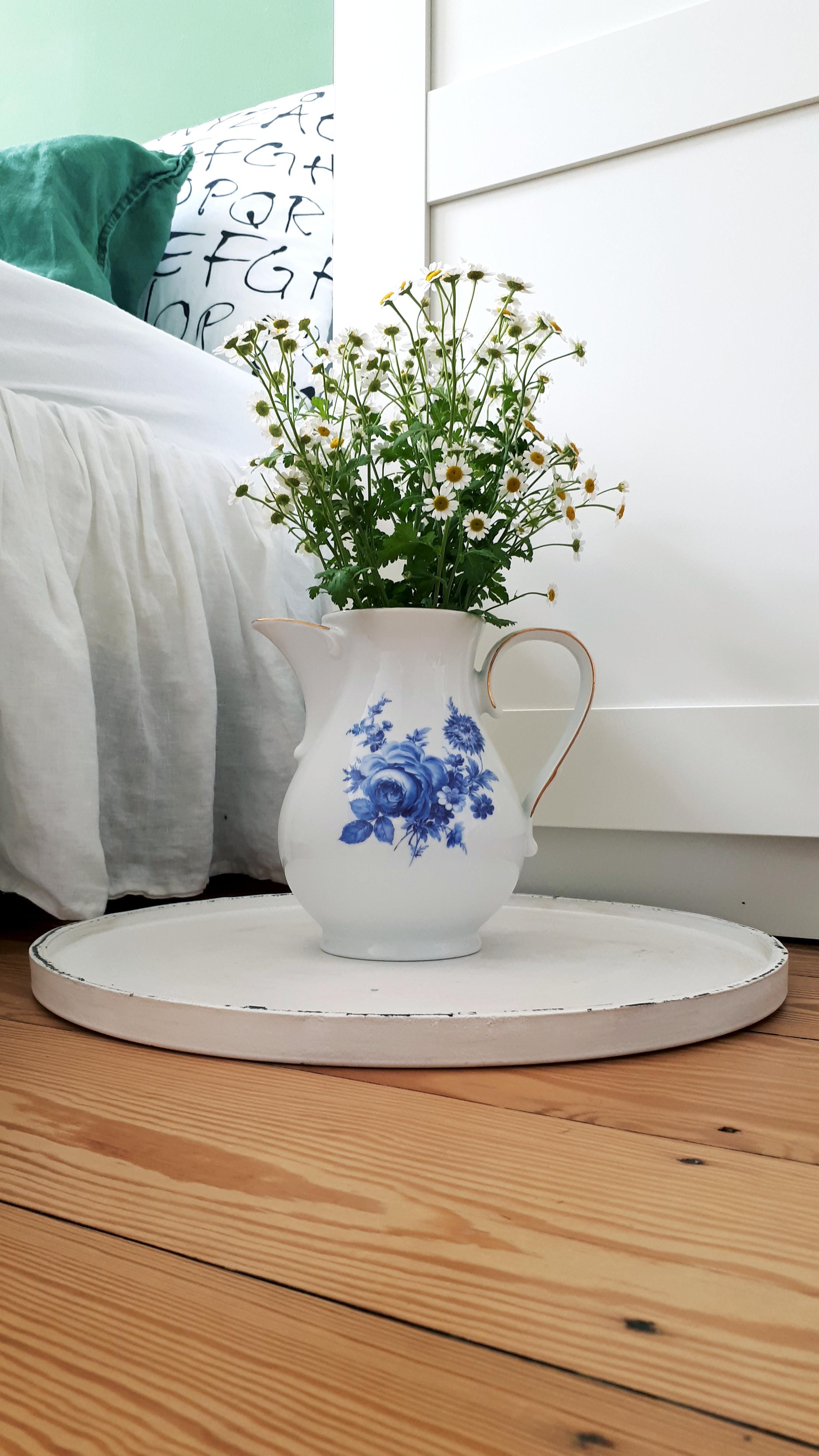 Omi\'s Schätze sind die besten. ❤ #Kanne #Blumen #Sch...