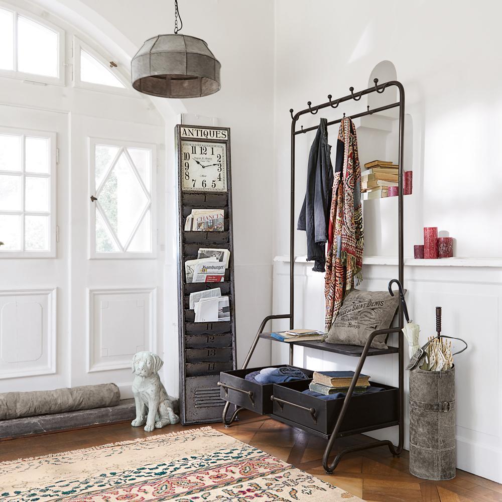 ordnungsbringer im industrial look garderobe lober. Black Bedroom Furniture Sets. Home Design Ideas
