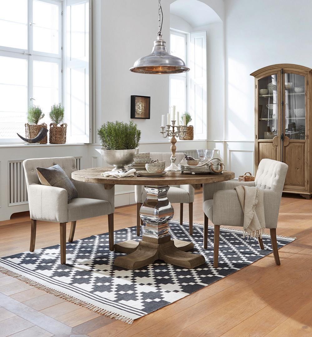 originelles glanzst ck stuhl teppich esstisch ti. Black Bedroom Furniture Sets. Home Design Ideas