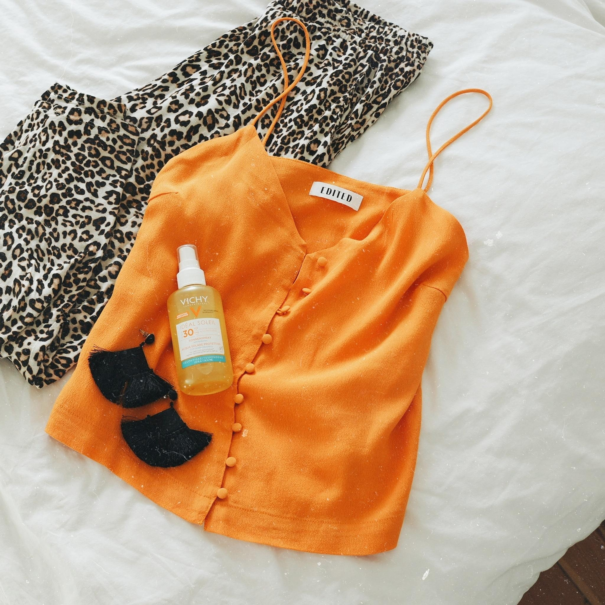 Packing for vacation ☀️ #sonnencreme #vichy #urlaub #beauty #leolove #fashion #orange