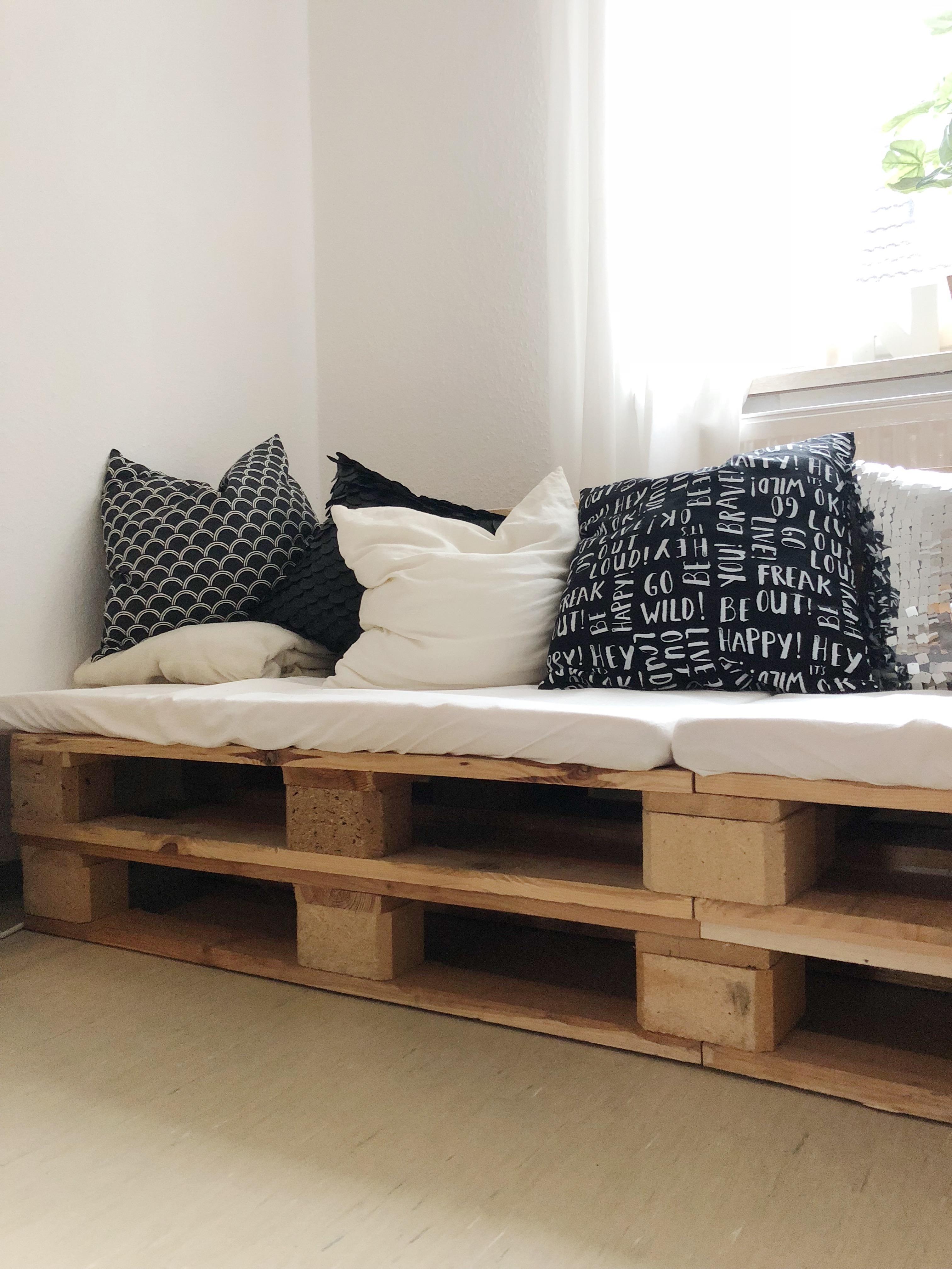 Palettensofaliebe Livingabc Palettenmoebel Diy Couchmagazine Couchstyle  5c168195 591d 464e 9a80 7ad9933c275f