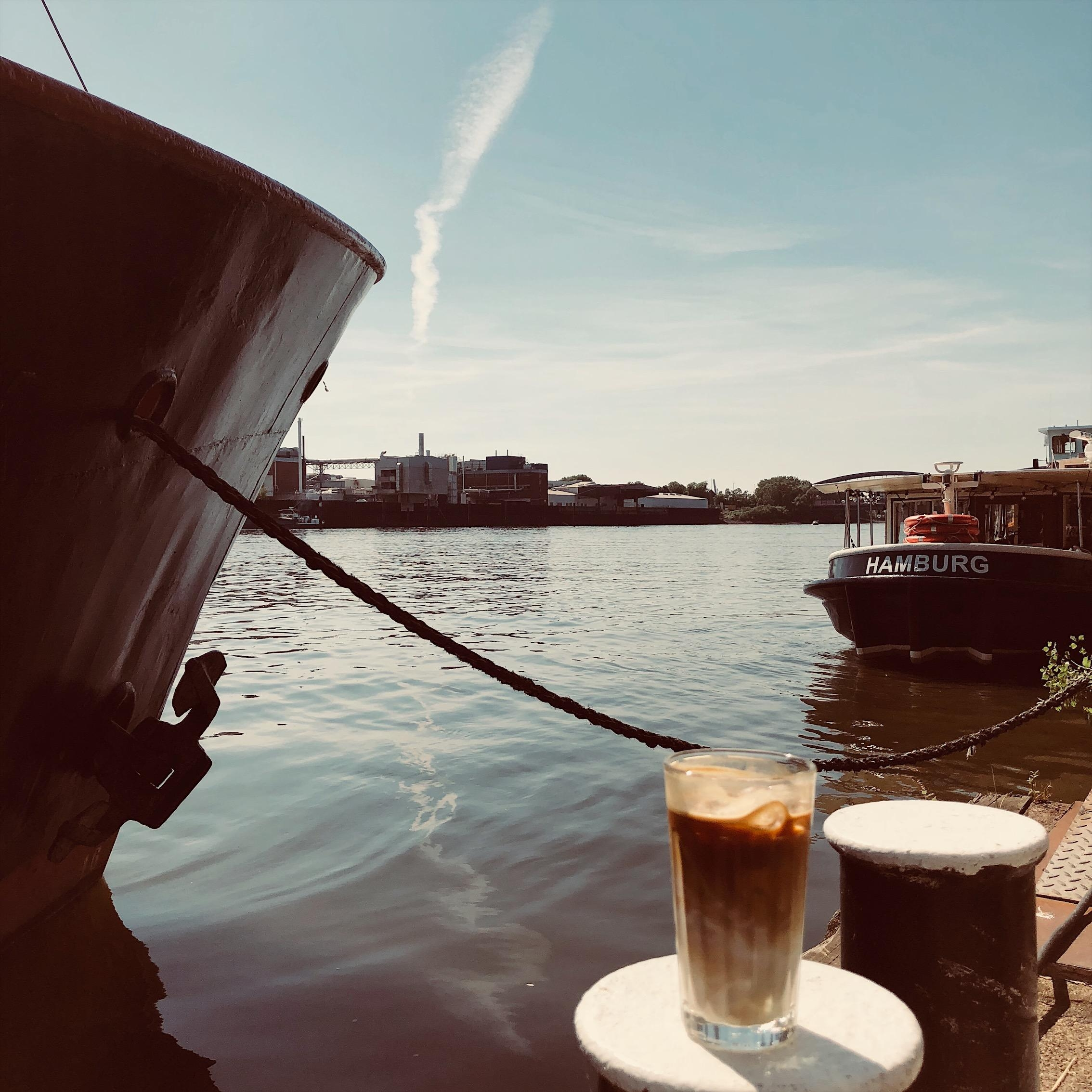 Perfekter Start #butfirstcoffee #entenwerder #hamburg #waterkant #thehappynow #hamburgahoi #coffee