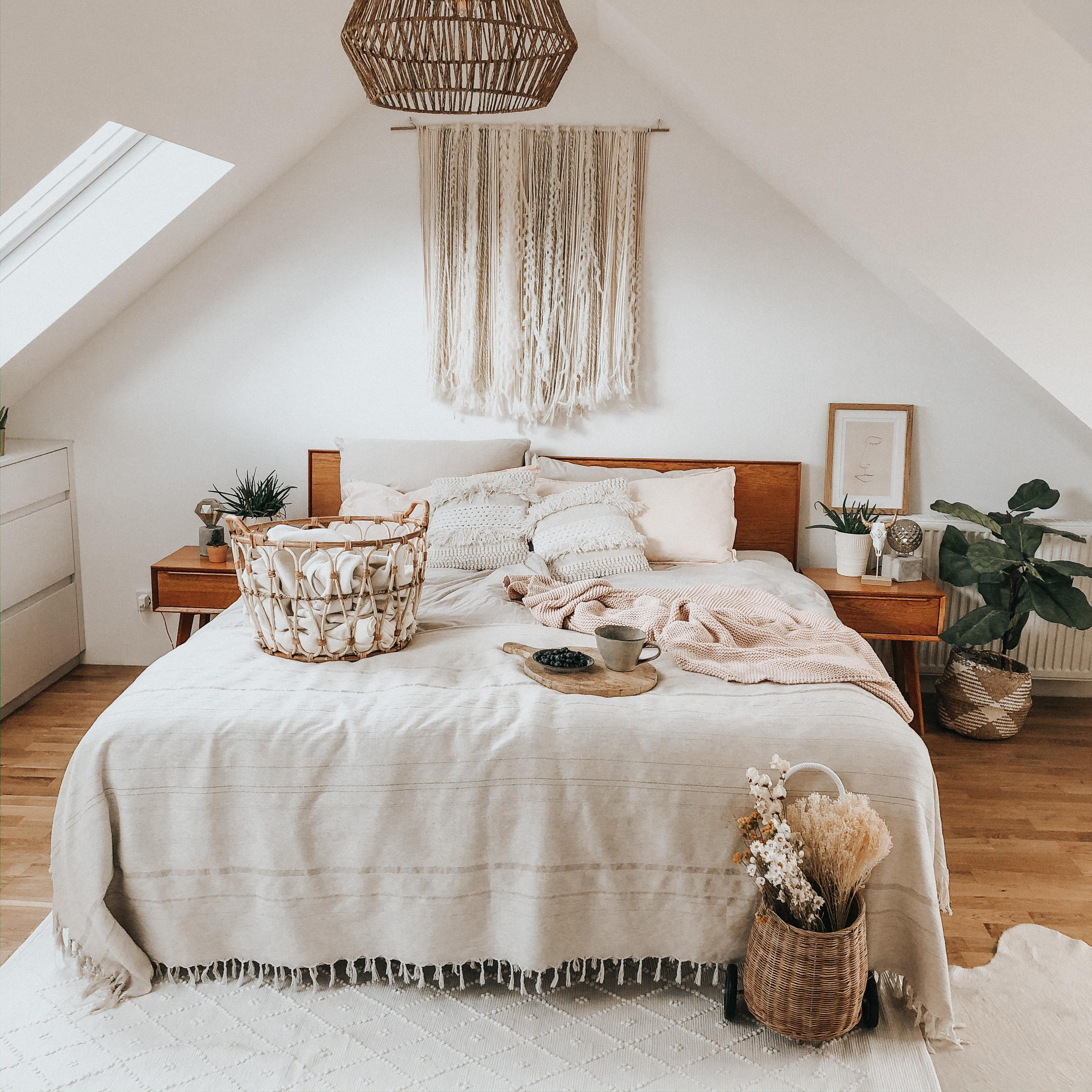 #placetobe #schlafzimmer #bedroom #dachgeschoss #bohovibes #boholiving #bohohome #bed #couchliebt