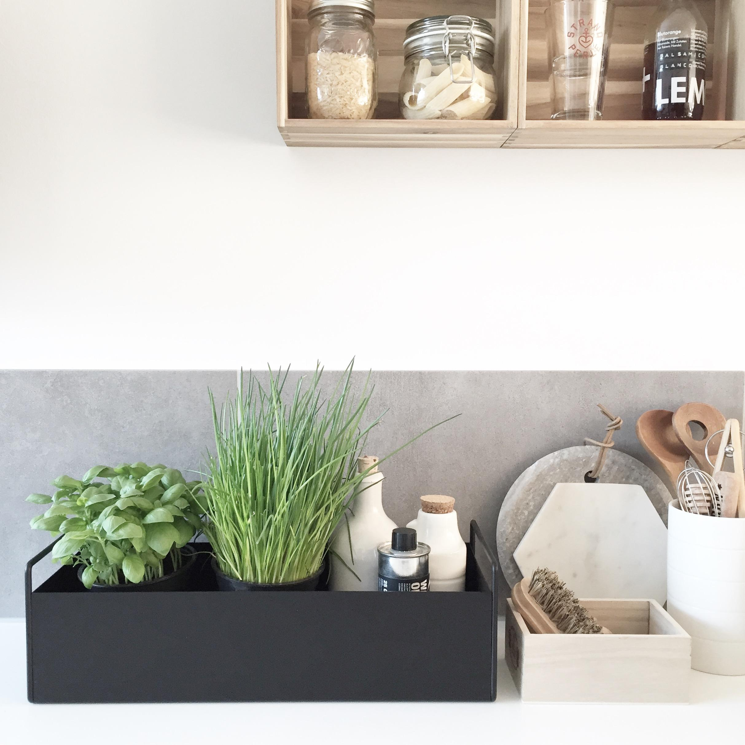 Plantbox in der kueche  scandi interior fermliving plantbox kitchen kraeutergarten  27f3a780 7de4 44ed b099 316fb0246d2c
