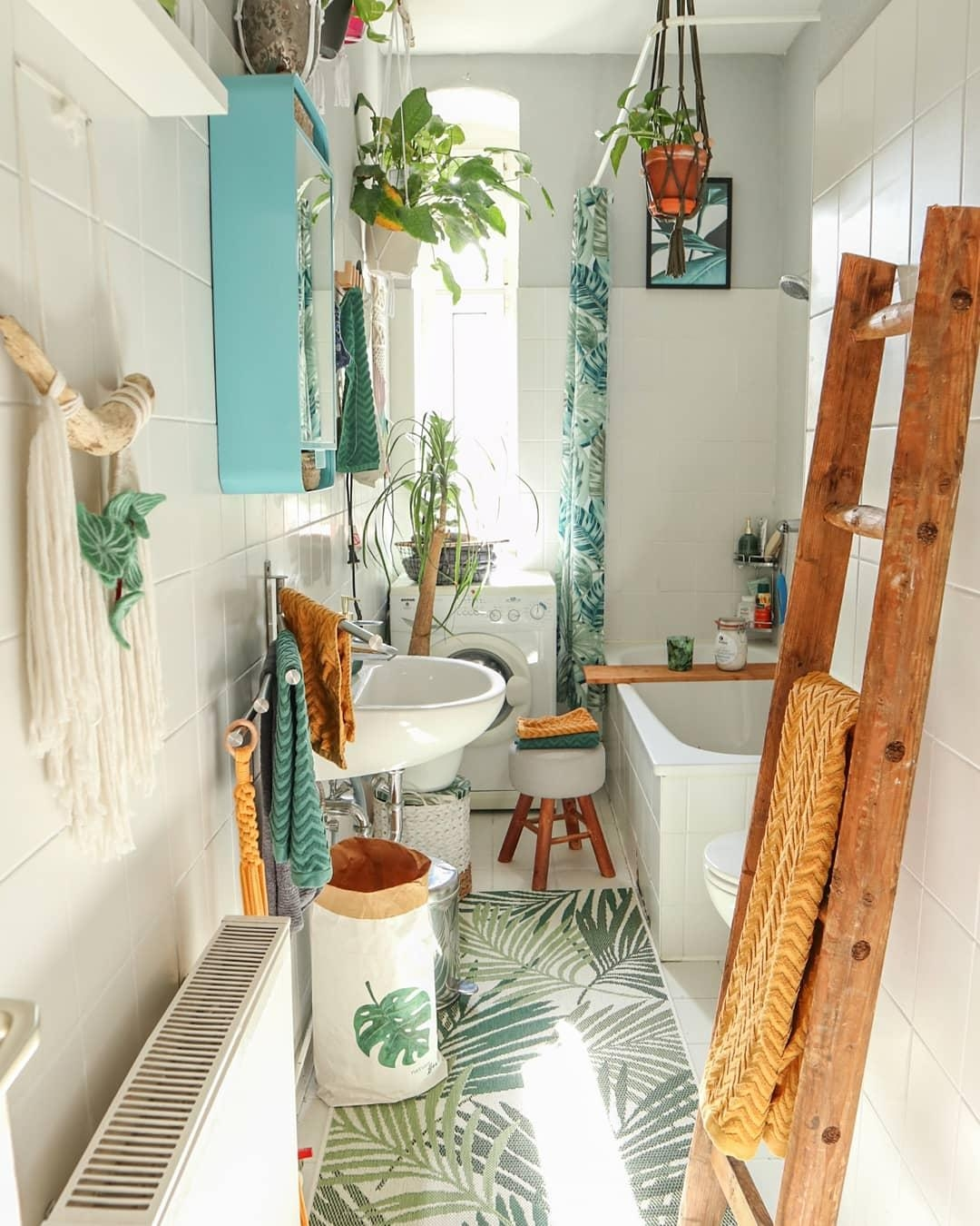 Plantlover bathroom altbaubad  4989d537 2513 4443 a691 1042681d9db4