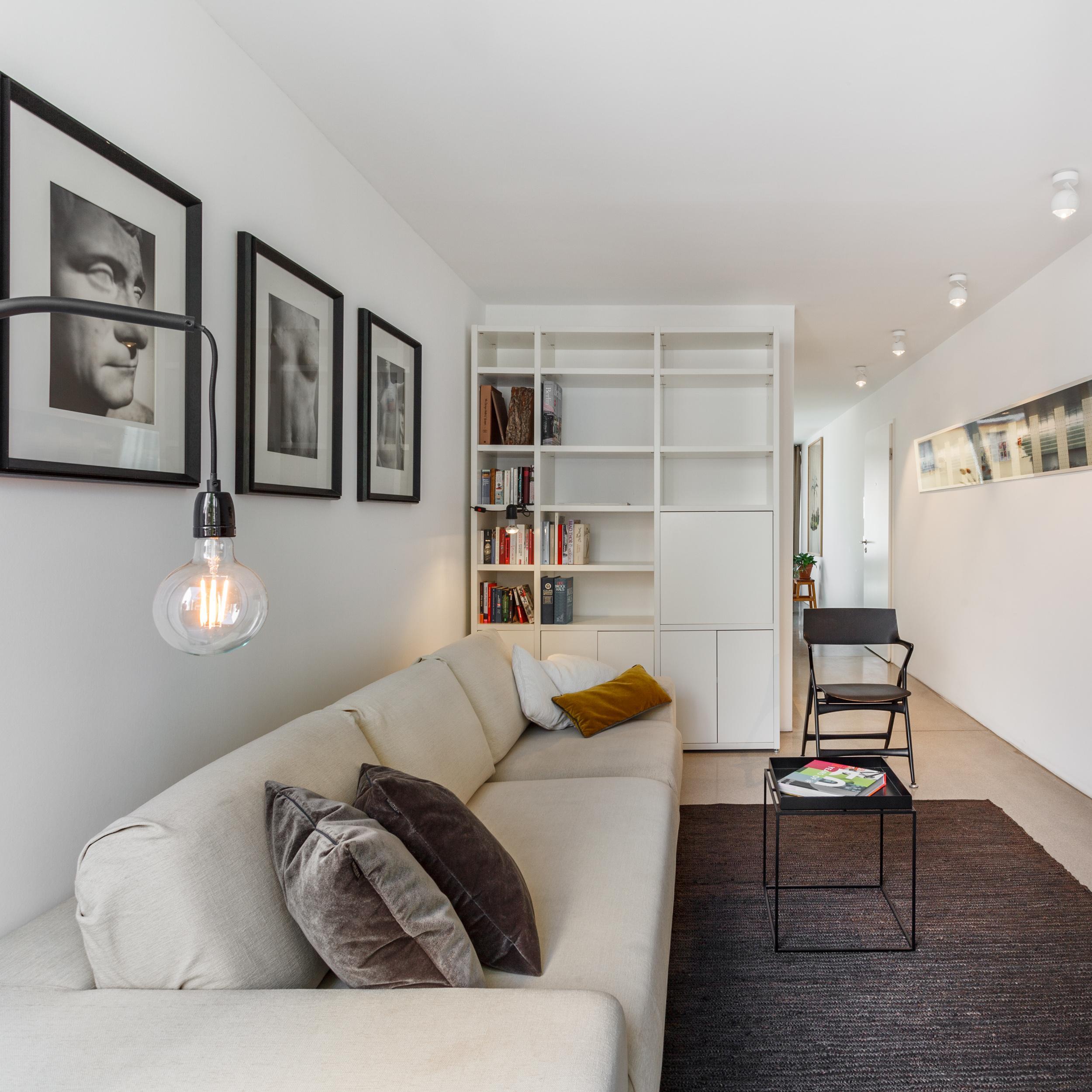 Platzsparendes Loft Wohnzimmer #wohnzimmer #schlafsofa ©EMMA B. HOME