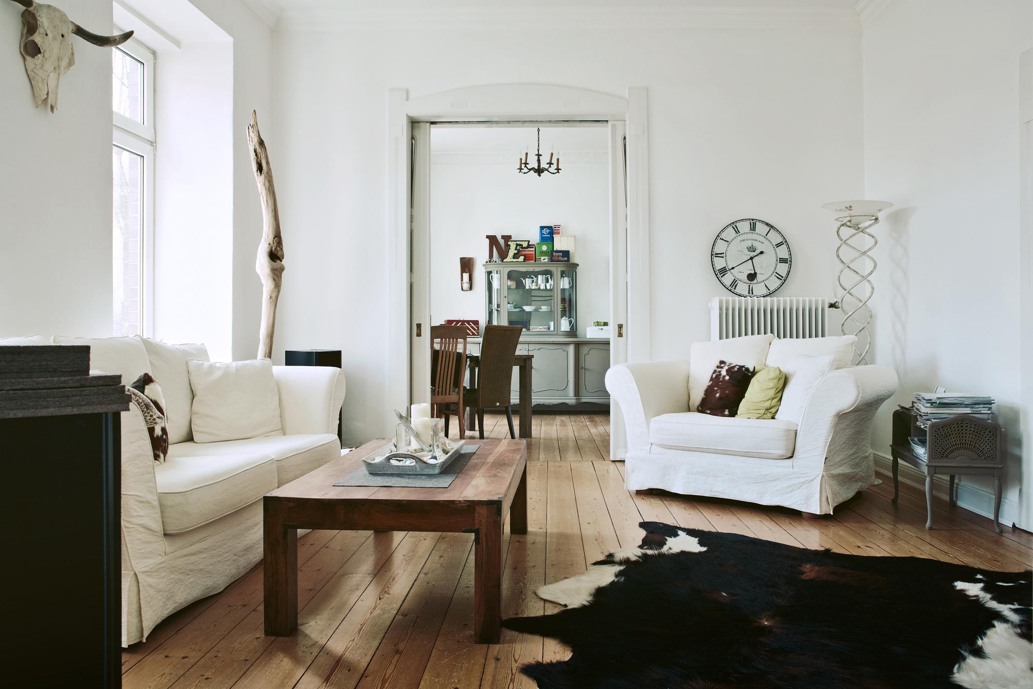 Dielenboden Weiß polstermöbel in weiß geweih dielenboden vintage