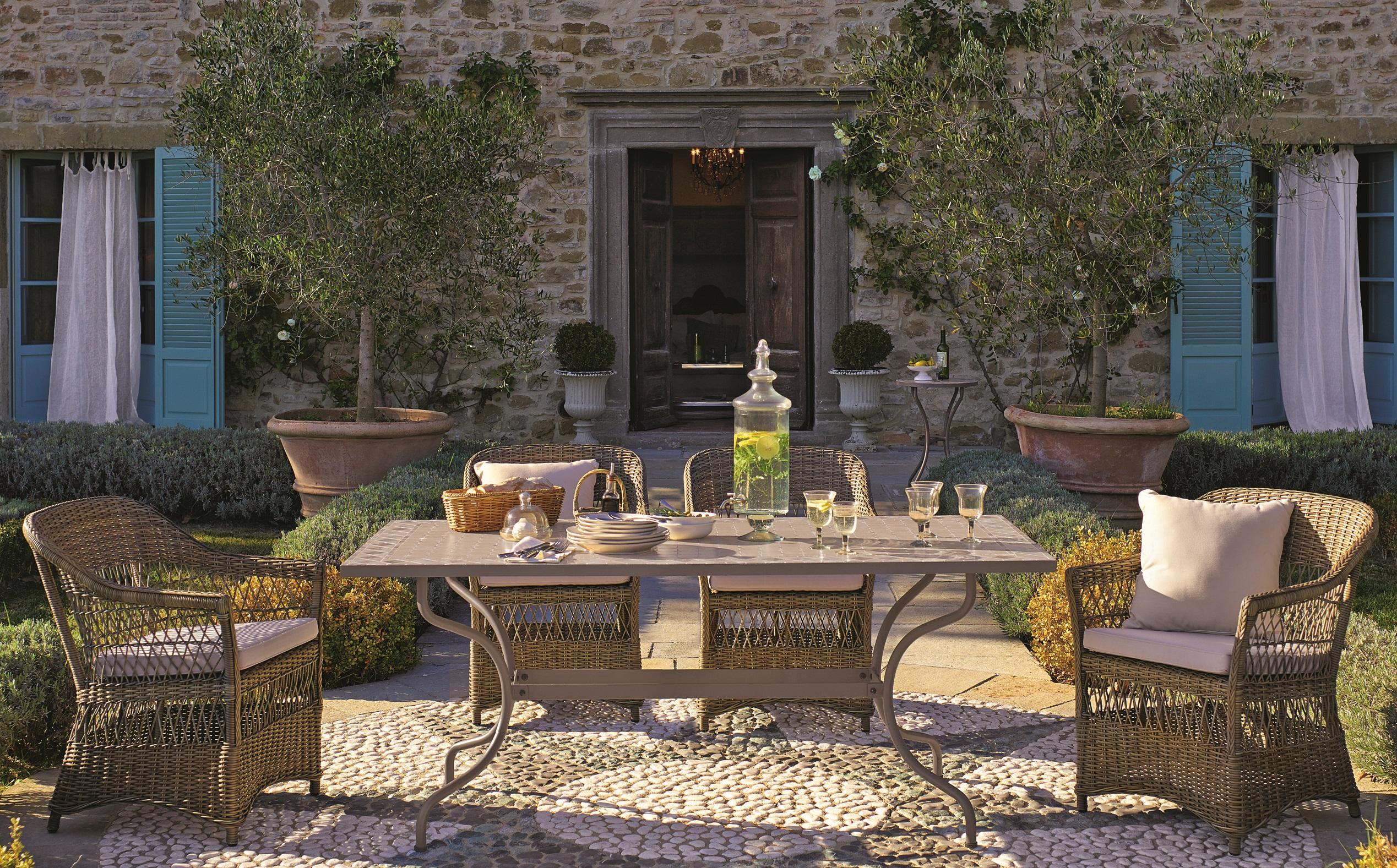 Provence Feeling Mediterran Gartentisch C Loberon