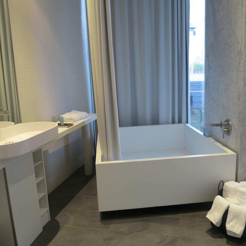 Schön Quadratische Badewanne #badewanne #badezimmer #waschtisch #waschbecken  ©Rasa En Détail, Eva