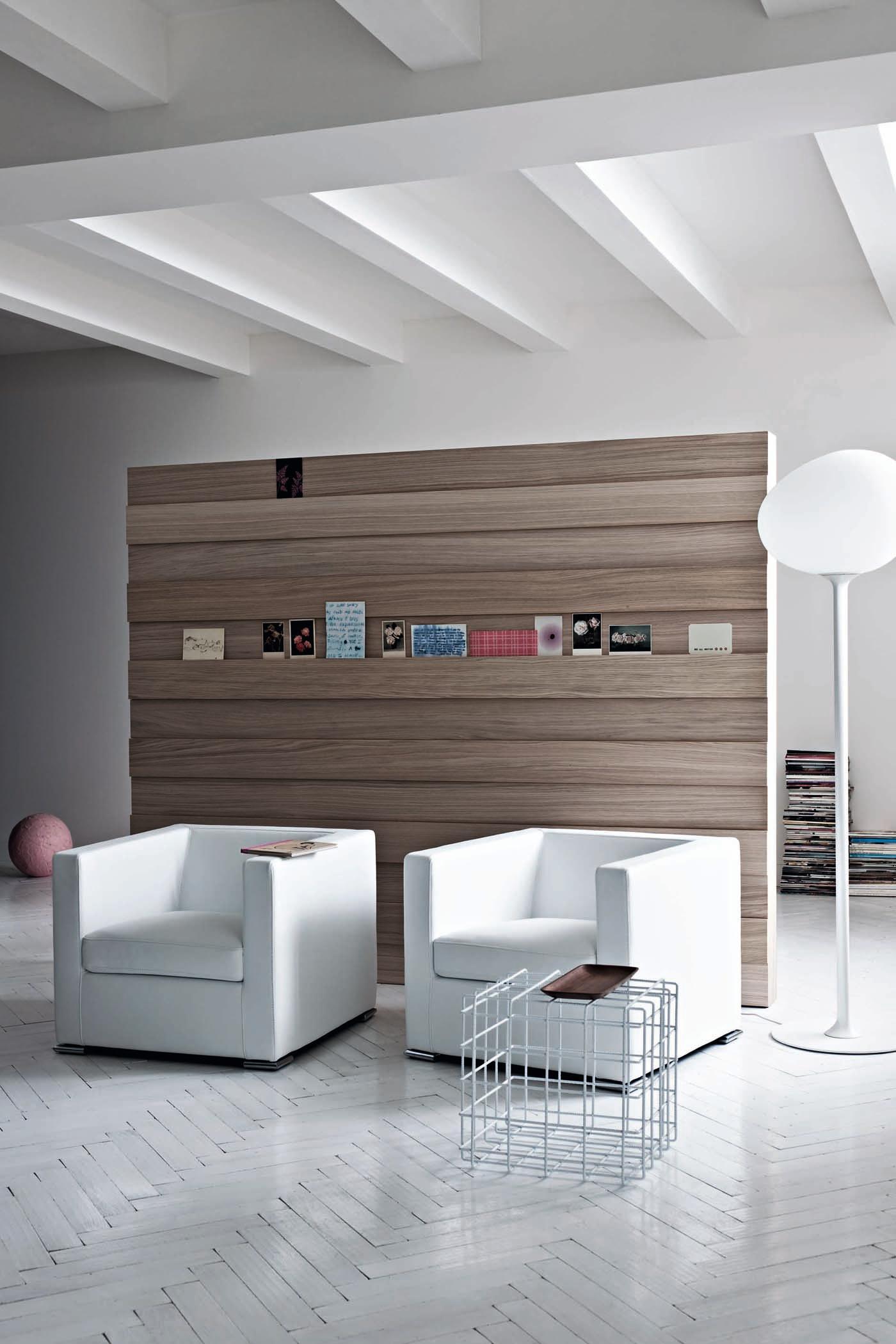 Wundervoll Raumtrenner Holz Foto Von Aus #beistelltisch #wohnzimmer #sessel #stehlampe #raumteiler ©saba