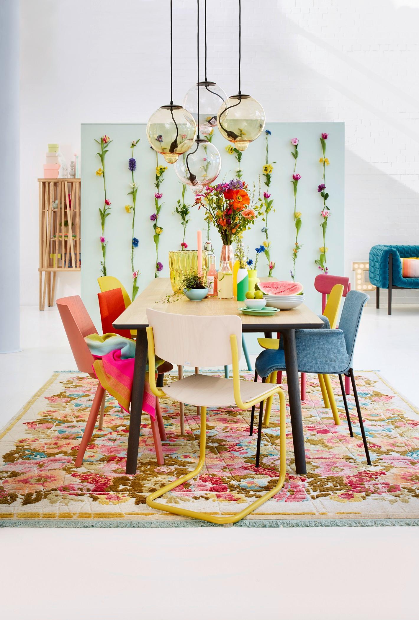 raumtrenner mit blumen teppich blumendeko h ngele. Black Bedroom Furniture Sets. Home Design Ideas
