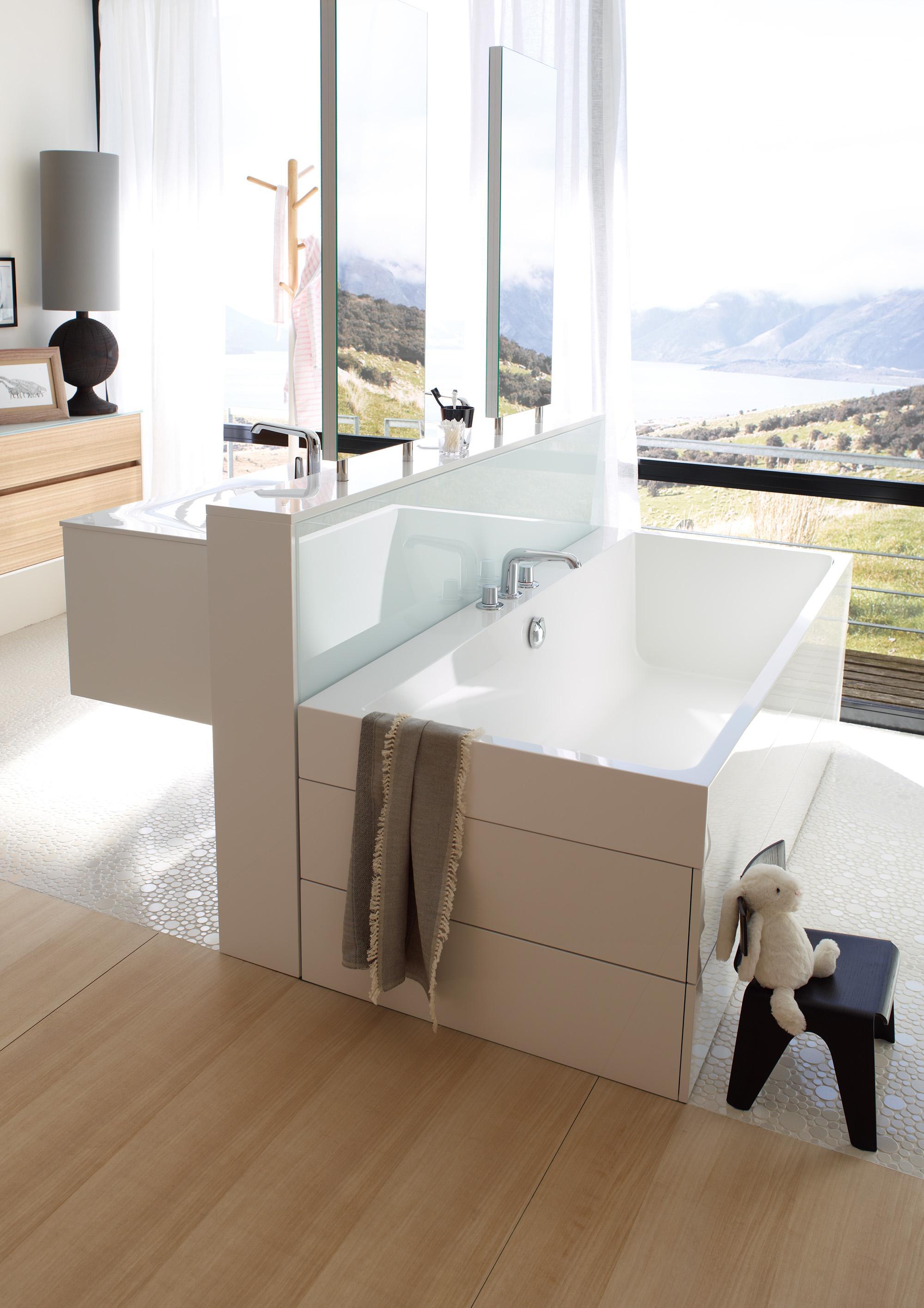 Eingebaute badewanne bilder ideen couchstyle for Bad waschtisch mit spiegelschrank