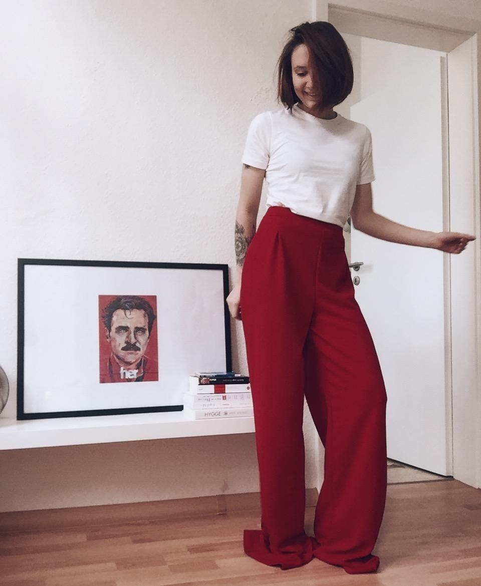 Red Pants Dance. 🦊 