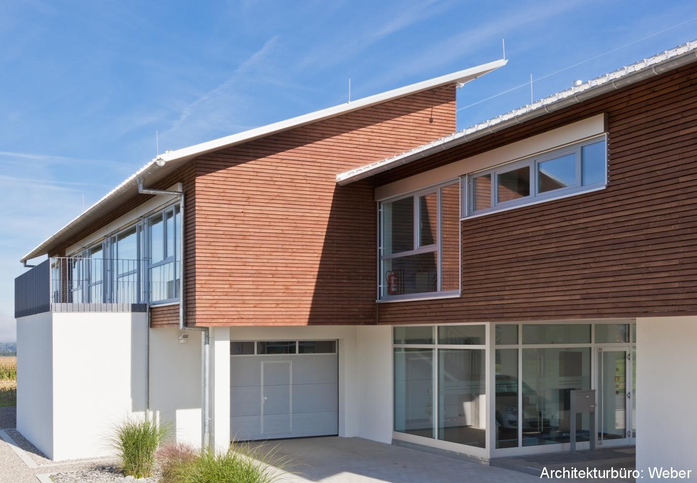 Elegant Welche Fassadenfarbe Passt Zu Braunen Fenstern Ideen Von Leiste Nubia #holzfassade #außenfassade #fassade ©franz Habisreutinger