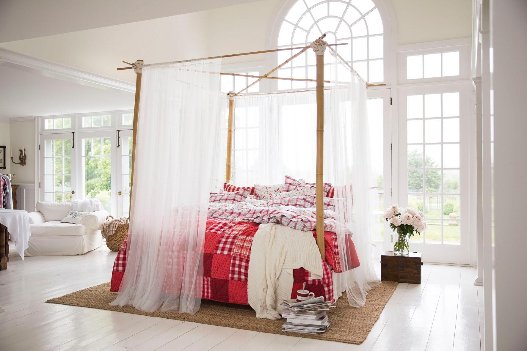 romantisches himmelbett im lichtdurchfluteten schlafzimmer bettwsche himmelbett lexington - Romantisches Hauptschlafzimmer Mit Himmelbett