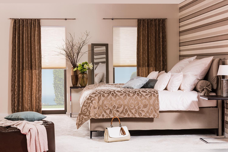 Romantisches Schlafzimmer Zum Verweilen #kissen #teppichboden  #boxspringbett ©SÜDBUND EG