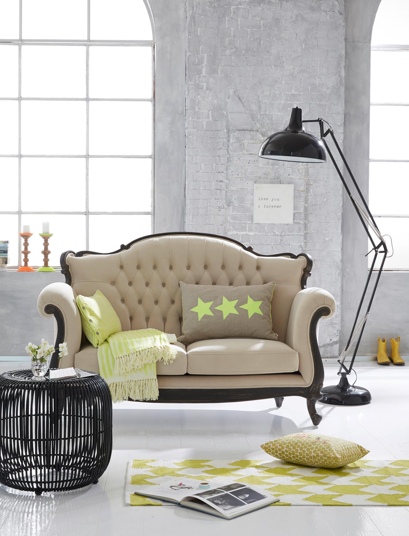 Romantisches Vintage-Sofa im Loft #couchtisch #bogen...