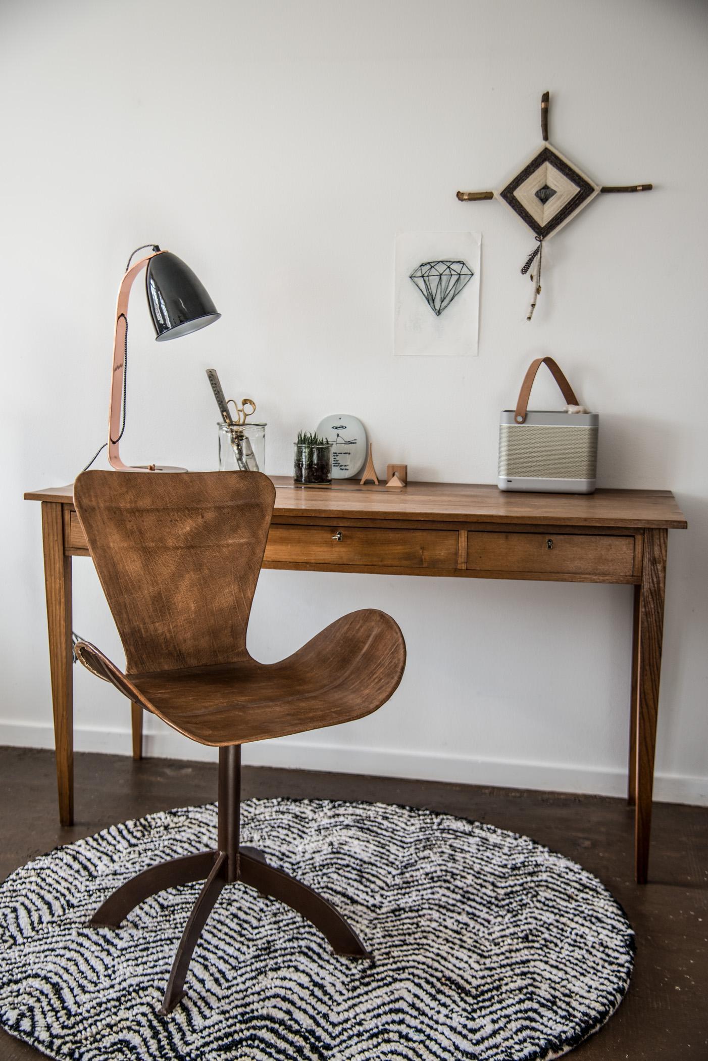 Holztisch rustikal  Rustikale Büromöbel #stuhl #büromöbel #bürostuhl #ho... • COUCHstyle