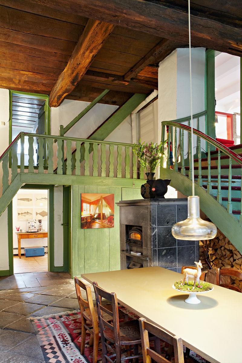 Rustikale Treppe Im Bauernhaus Teppich Kamin Esst