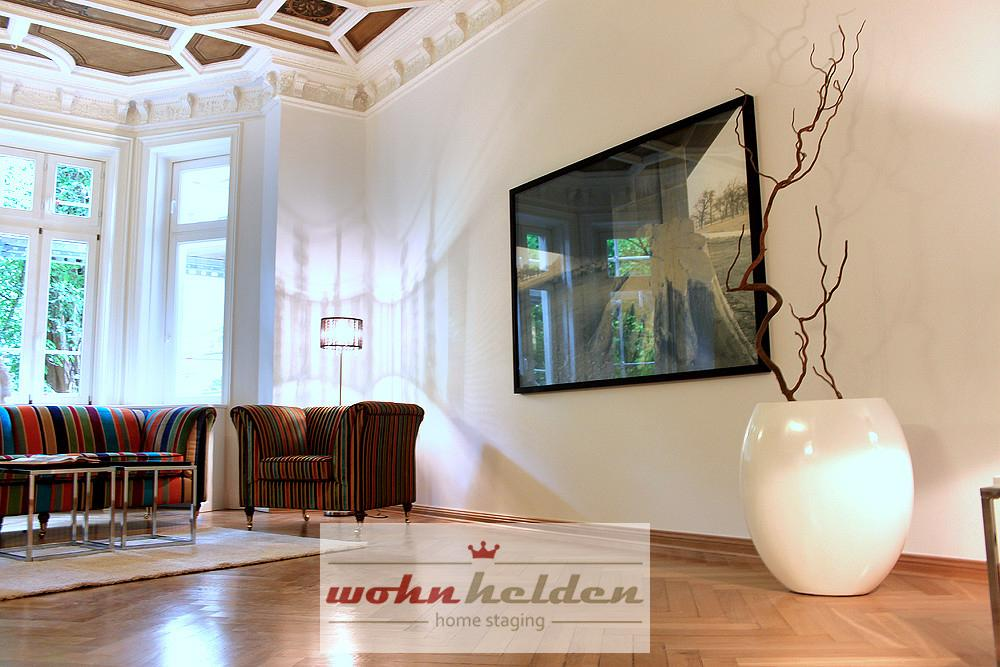 Salon home staging #sessel #fischgrätparkett #gestreiftersessel ©wohnhelden