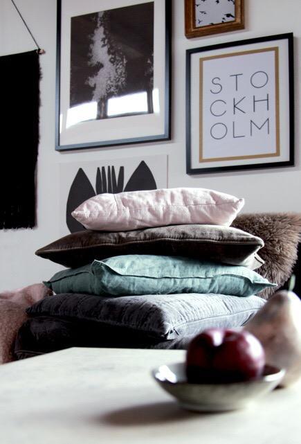 samt&leinen #interior #living #wohnzimmer #kissen # • couchstyle, Wohnzimmer