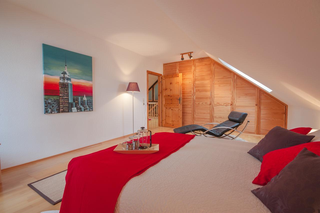 Schlafzimmer - nachher #dachschräge #schrankwand ©IM...