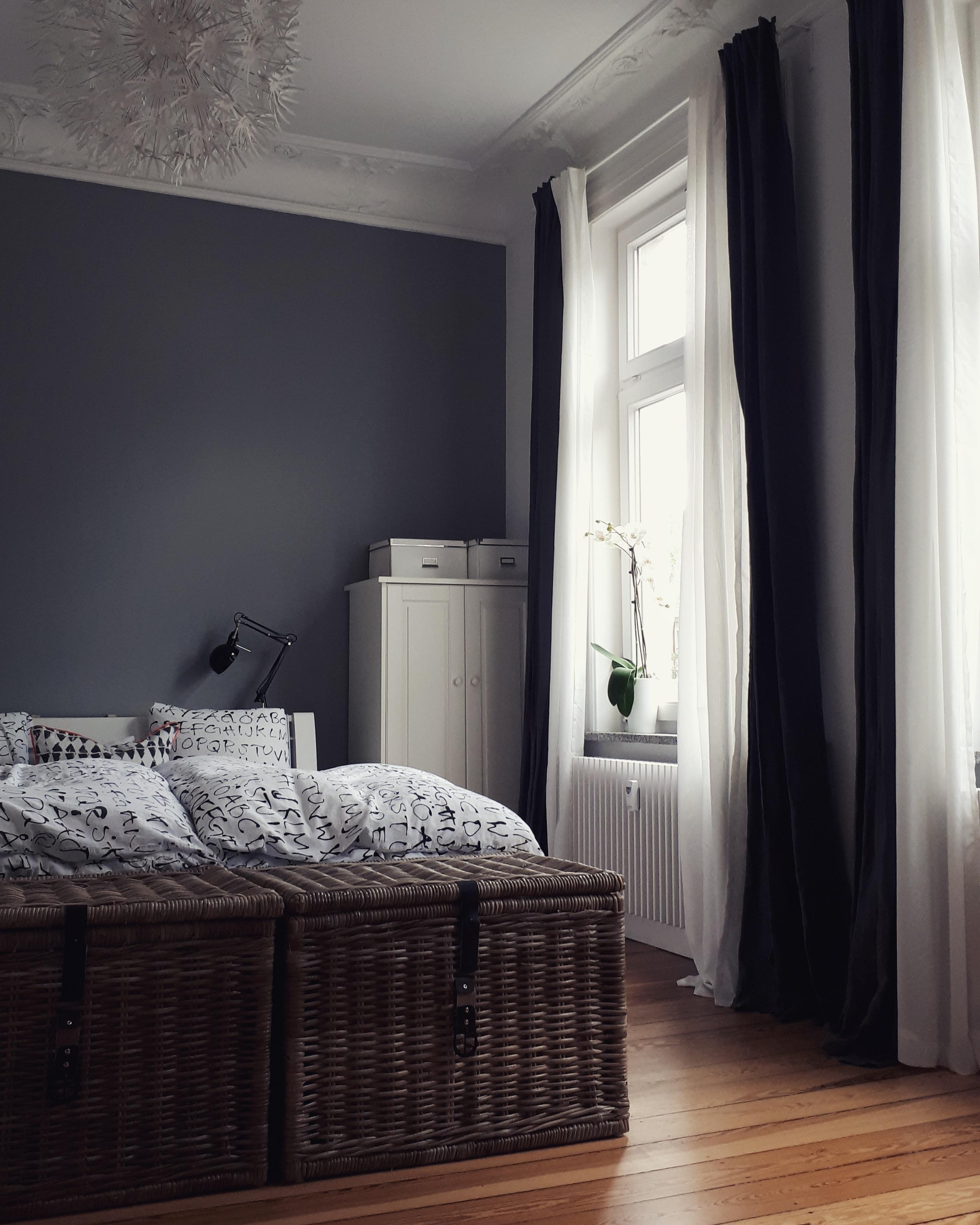 #schlafzimmer #altbau #altbauliebe #leinen #stuck #fenster #graueWand  #hamburg