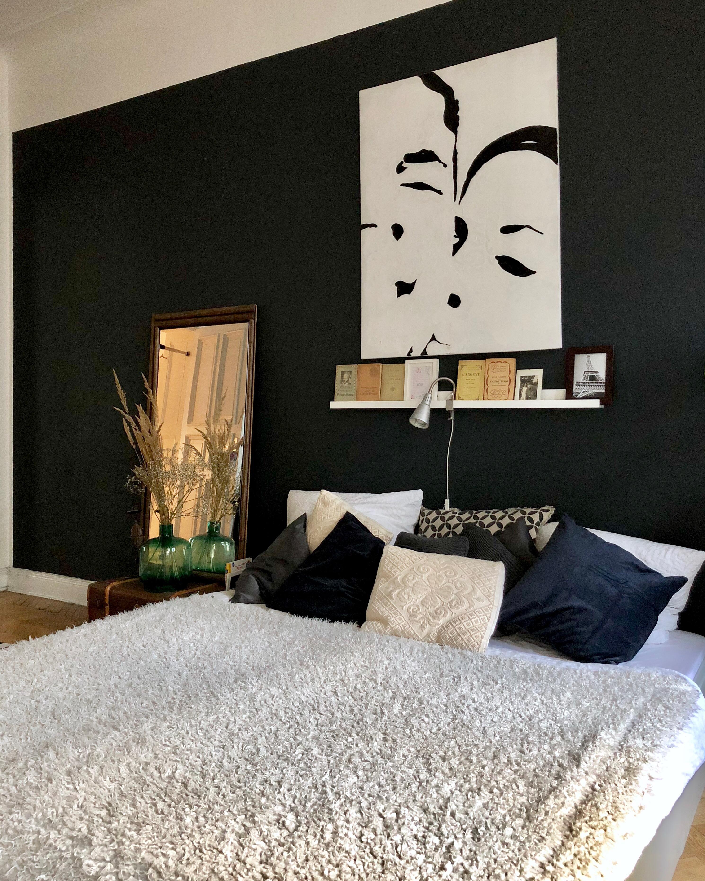 schlafzimmer berlin altbau blauewand schwarzewand dielen parkett altbauliebe