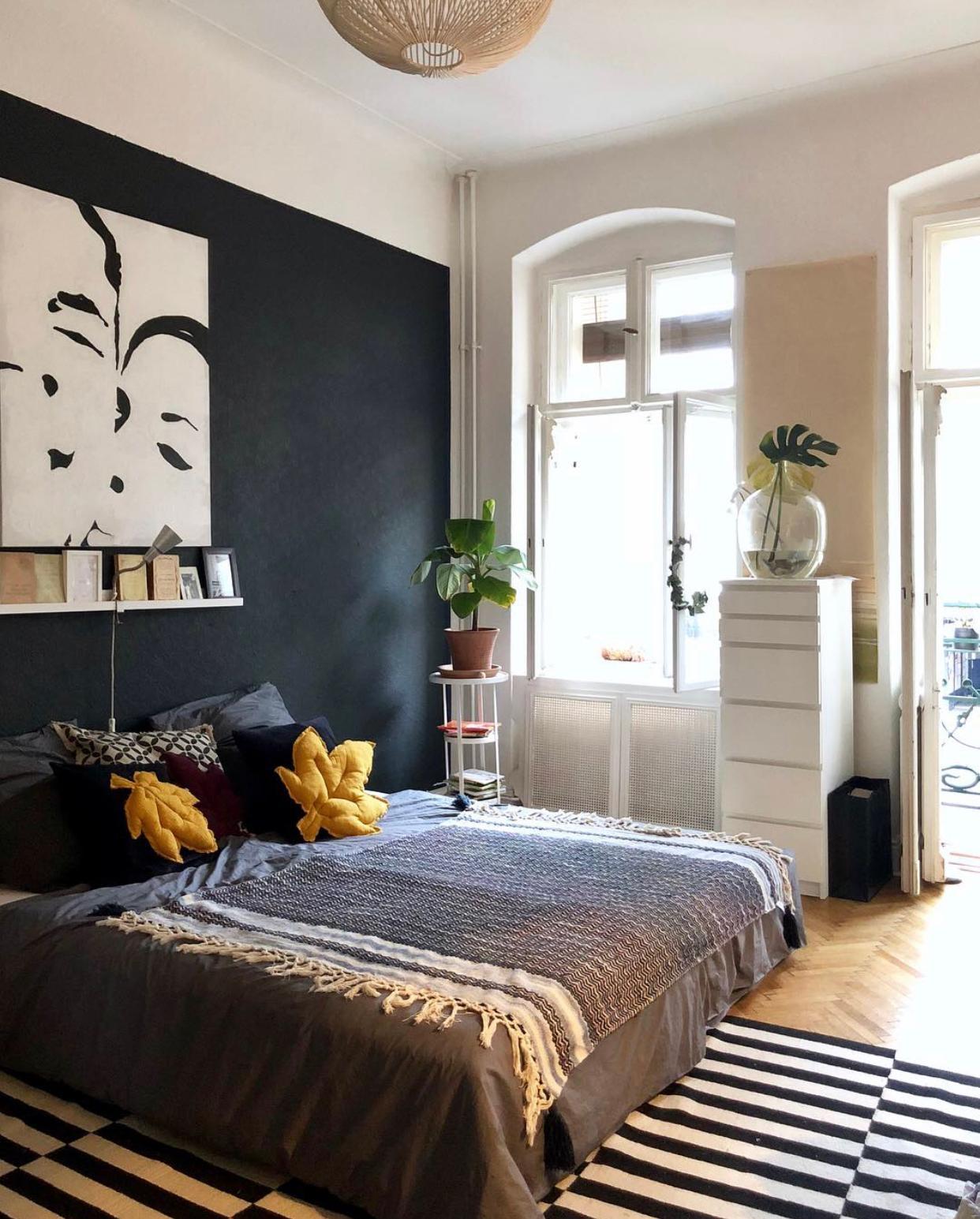 schlafzimmer berlin altbau parkett schwarzewand