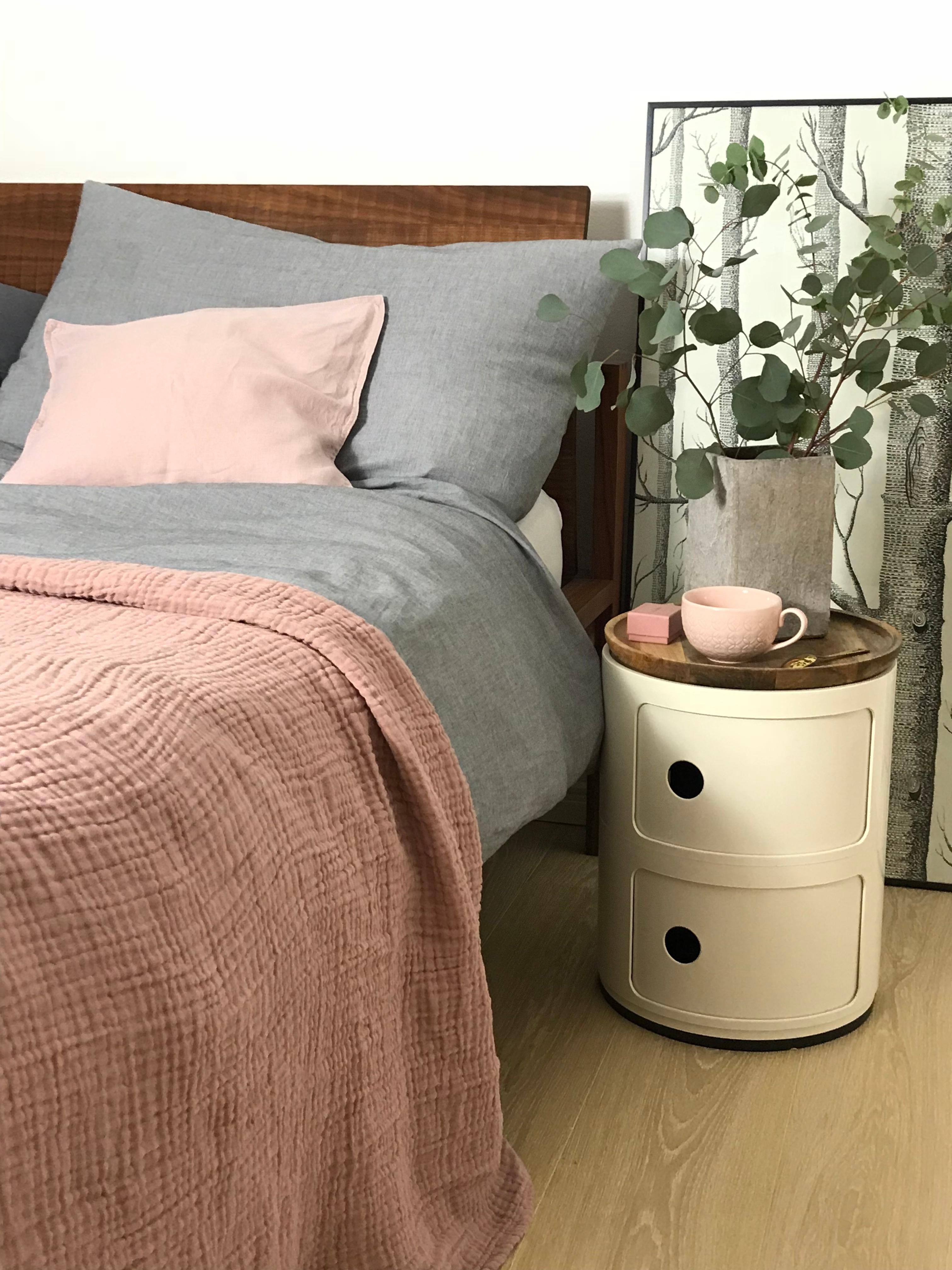 #schlafzimmer #bett #rosa#grau