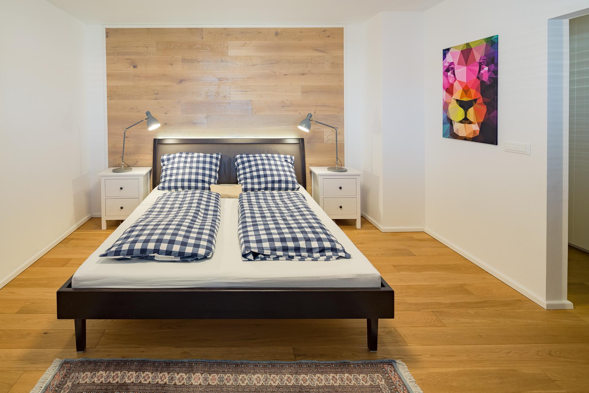 Schlafzimmer #holzwand ©Peter Rauchecker Photography Für Kathameno Interior  Design