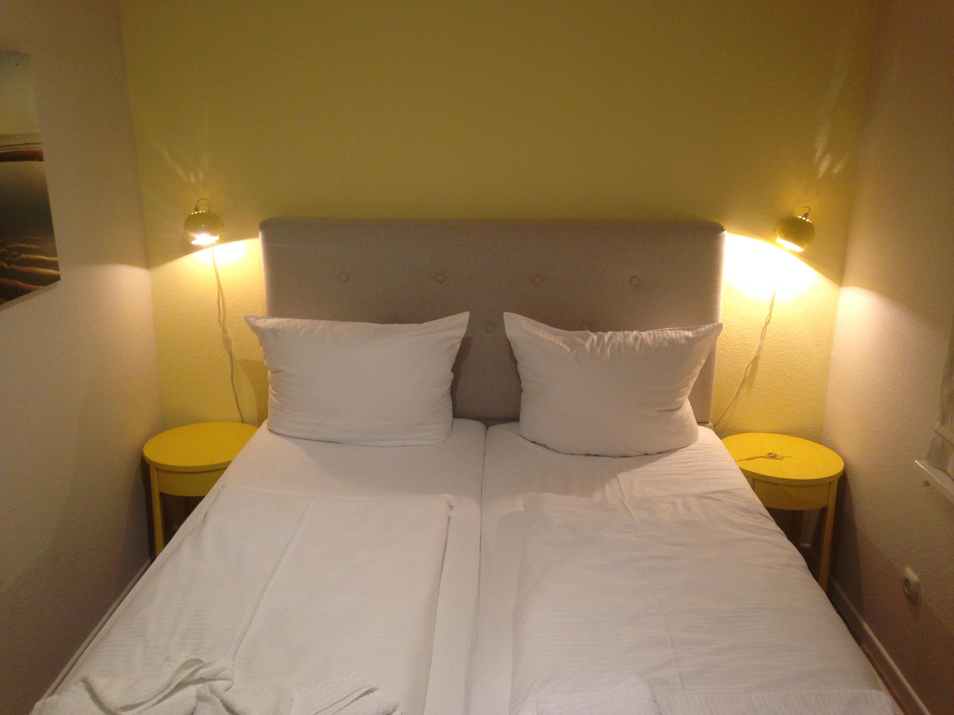 Schlafzimmer In Den Farben Gelb Und Grau #bett ©Andrea_Fischer