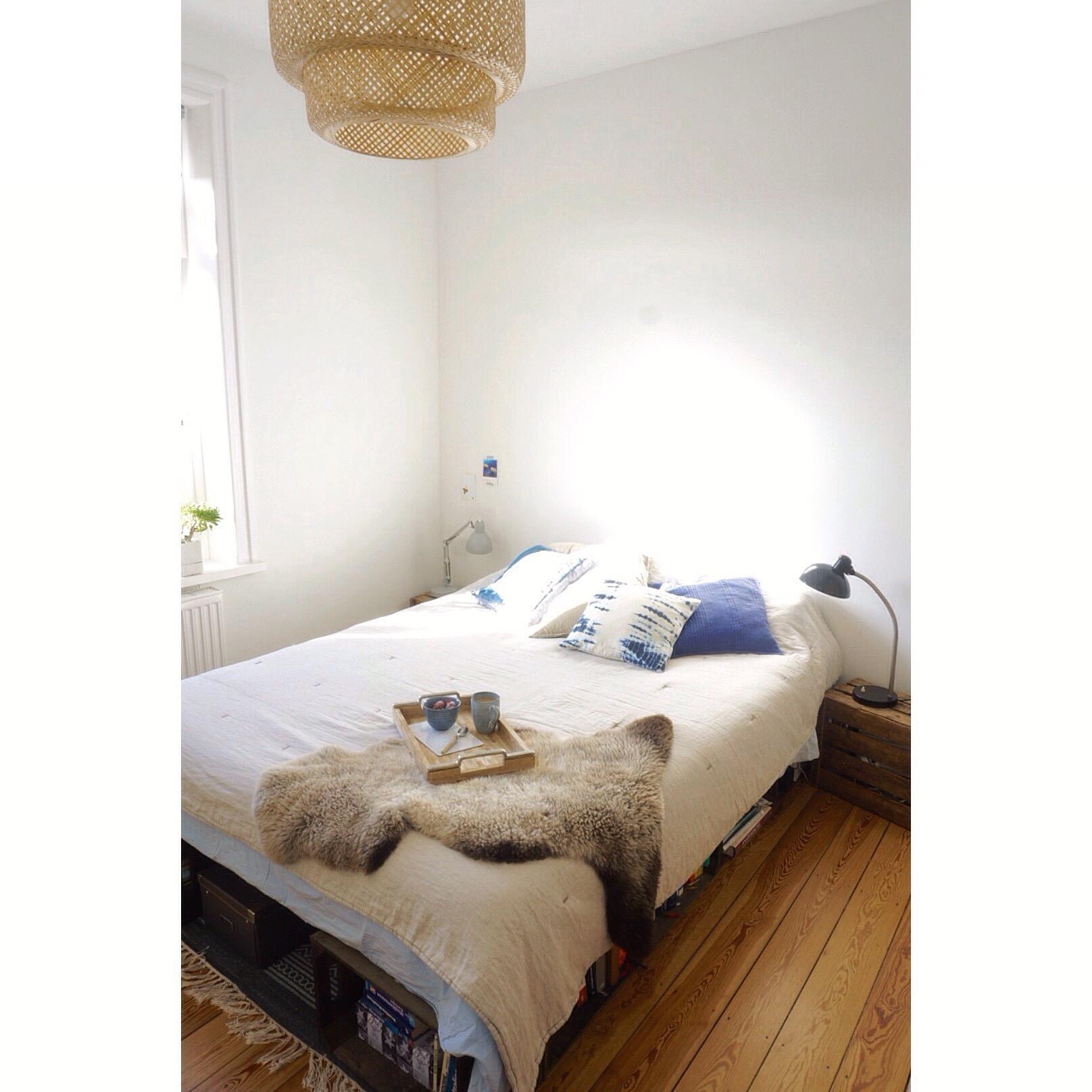 Extrem schlafzimmer mit #diy #bett aus #obstkisten #leinen... IM88