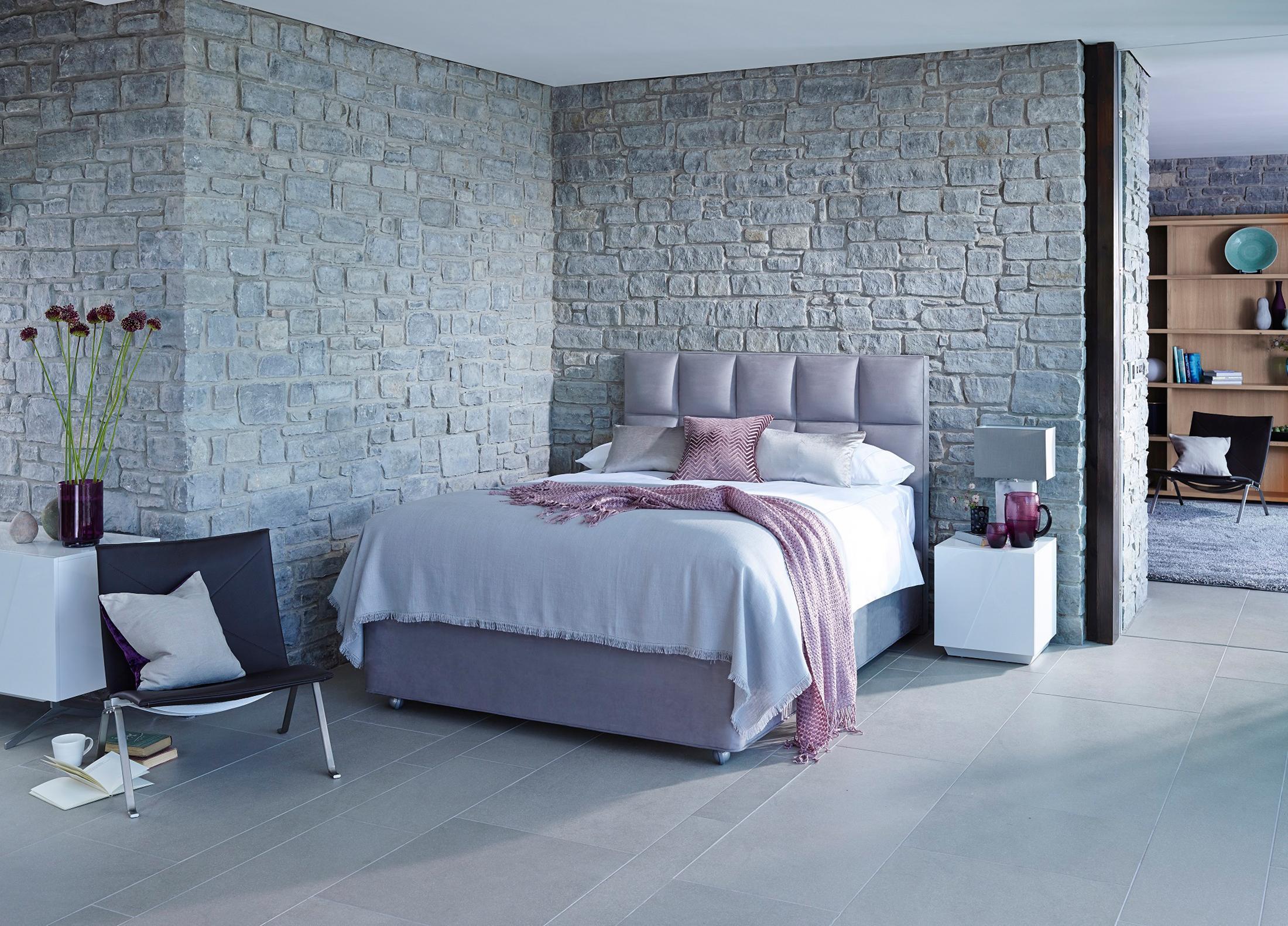 Schlafzimmer wandgestaltung bilder ideen couch for Tagesdecke boxspringbett