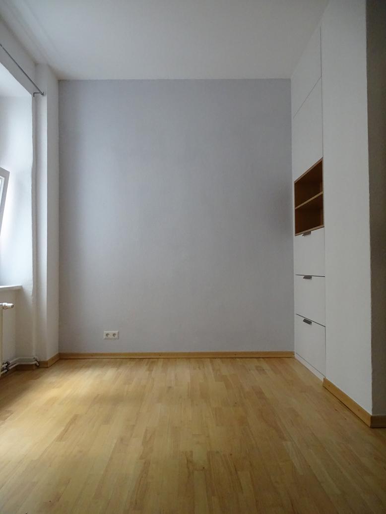 Schlafzimmer Mit Grauer Wand #dielenboden #grauewand #stauraum ©Mareike  Kühn Interior Stylist U0026