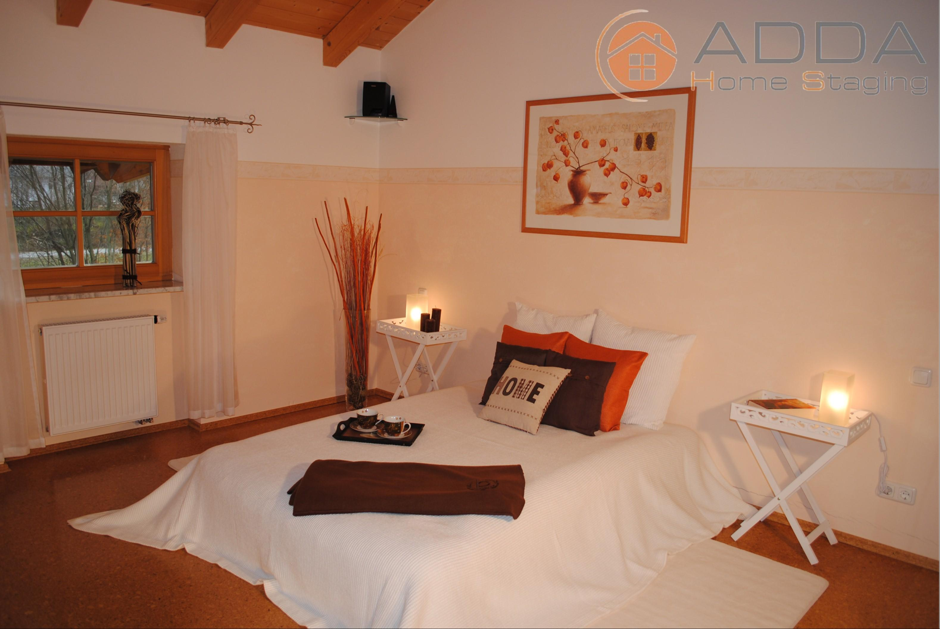 Schlafzimmer nach dem Home Staging #bilderrahmen #landhausstil #hotelzimmer ©ADDA Home Staging
