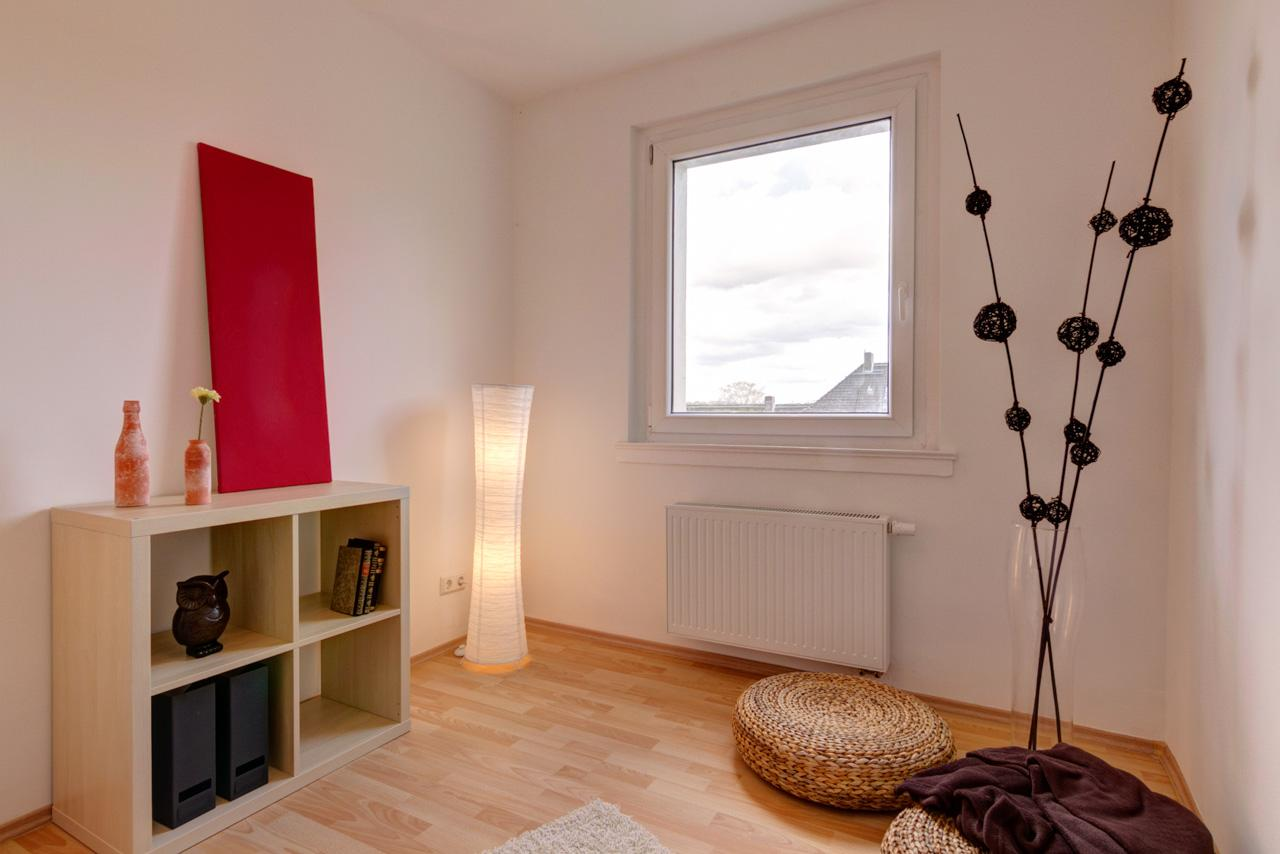 Schlafzimmer nachher tagesdecke studentenwohnung immotion home staging  florian guerbig  4d85acd9 efce 4ce6 b364 41cc8eade1af