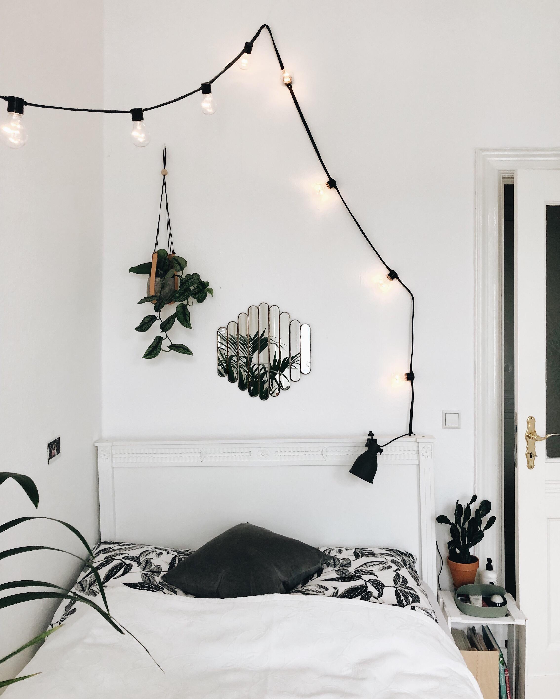 #schlafzimmer #pflanzen #dekoration #bett #spiegel #inspiration #weiß